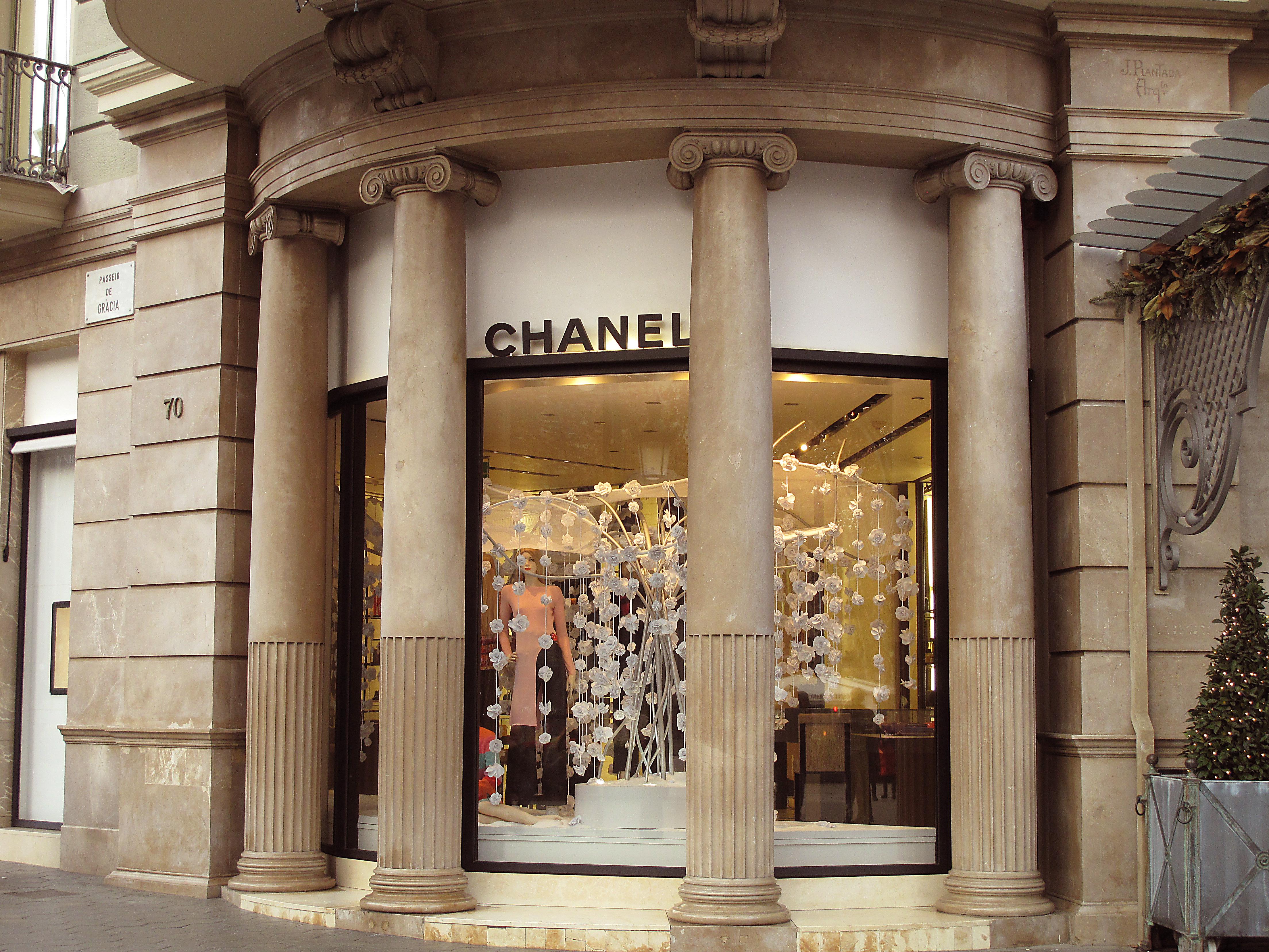 2db735161 File:070 Chanel, pg. de Gràcia 70 (Barcelona), cantonada c. València.jpg