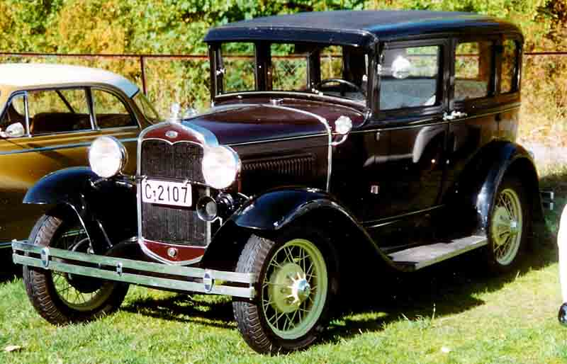 File 1931 ford model a 4 door sedan wikimedia for 1931 chevrolet 4 door sedan