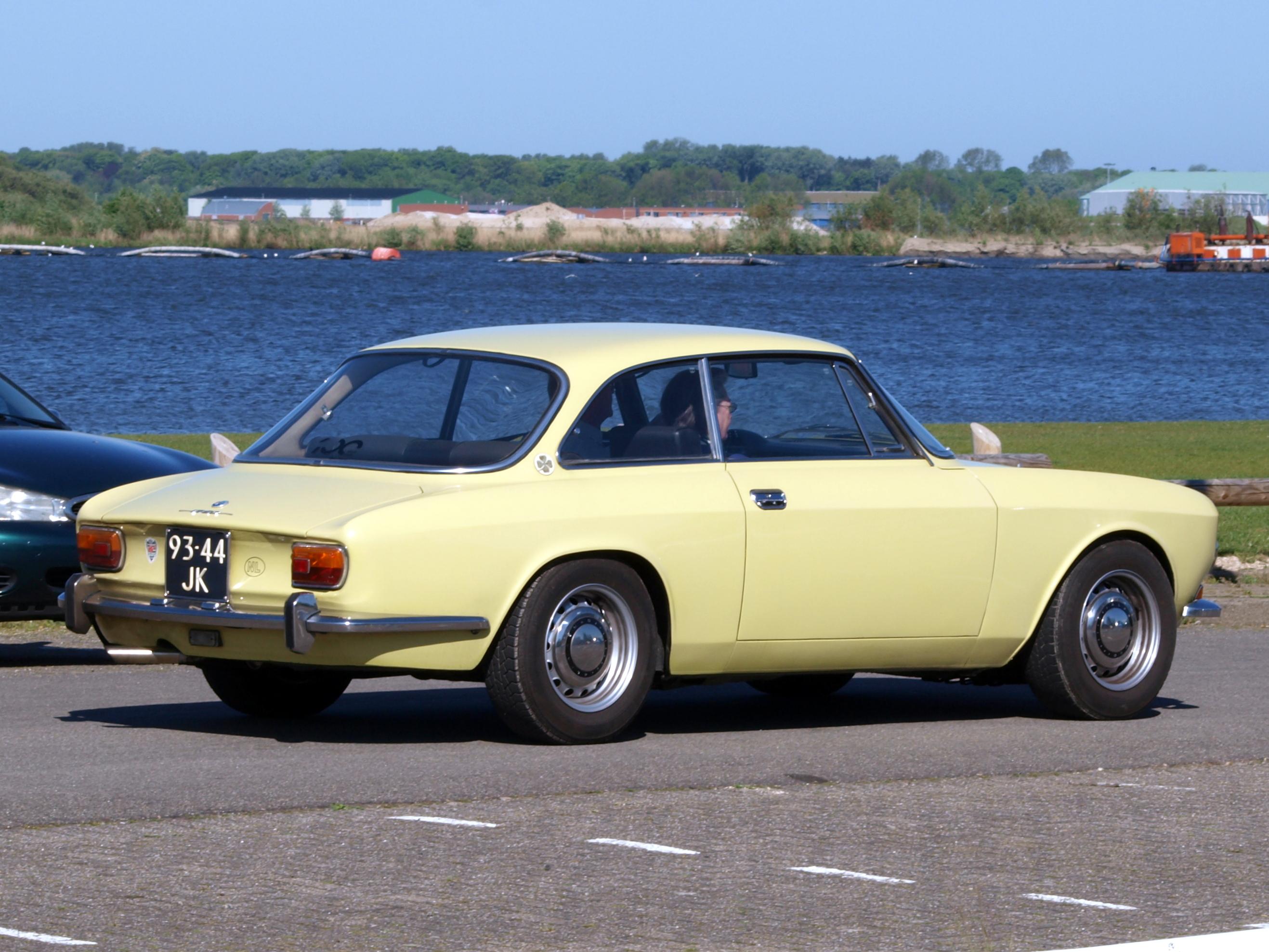 Alfa Romeo Wiki >> File:1969 Alfa Romeo 1750 GTV pic2.JPG - Wikimedia Commons
