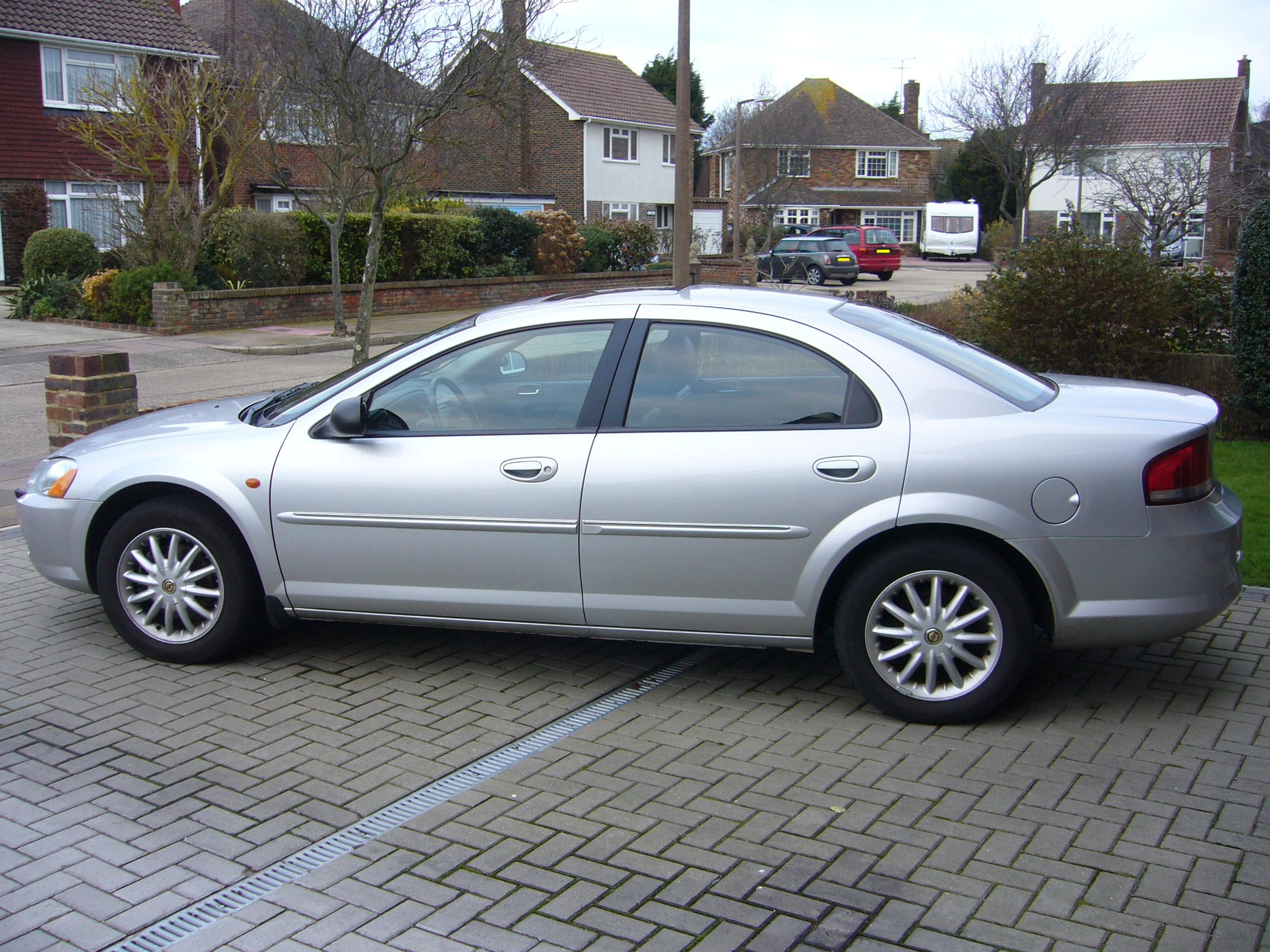 File:2003 Chrysler Sebring sedan (European model) - 1.JPG - Wikipedia ...