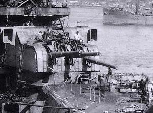 Aft_155_mm_gun_turret_Yamato_300px.jpg