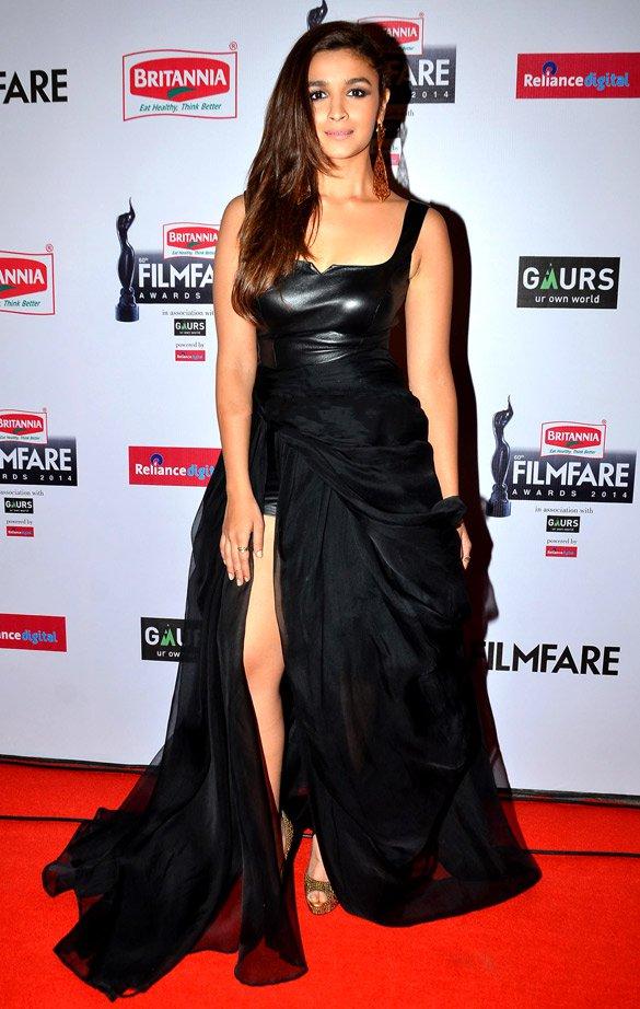 File:Alia Bhatt at the 59th Filmfare Awards in 2014 (01) jpg