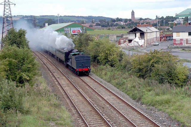 File:Approaching Steam Train - geograph.org.uk - 345650.jpg