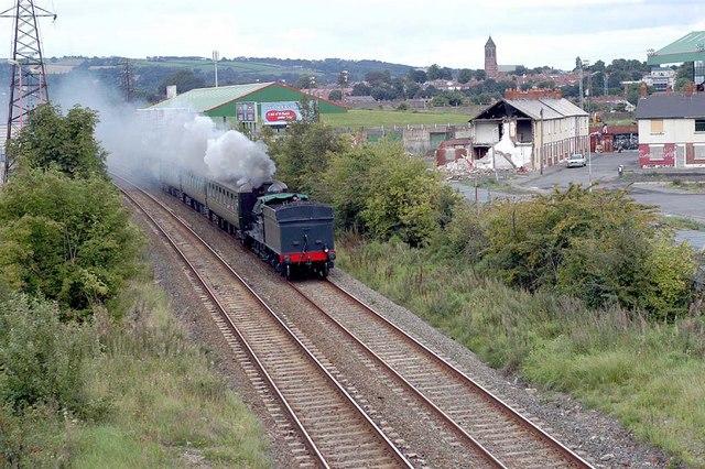 File:Approaching Steam Train - geograph.org.uk - 345650.jpg