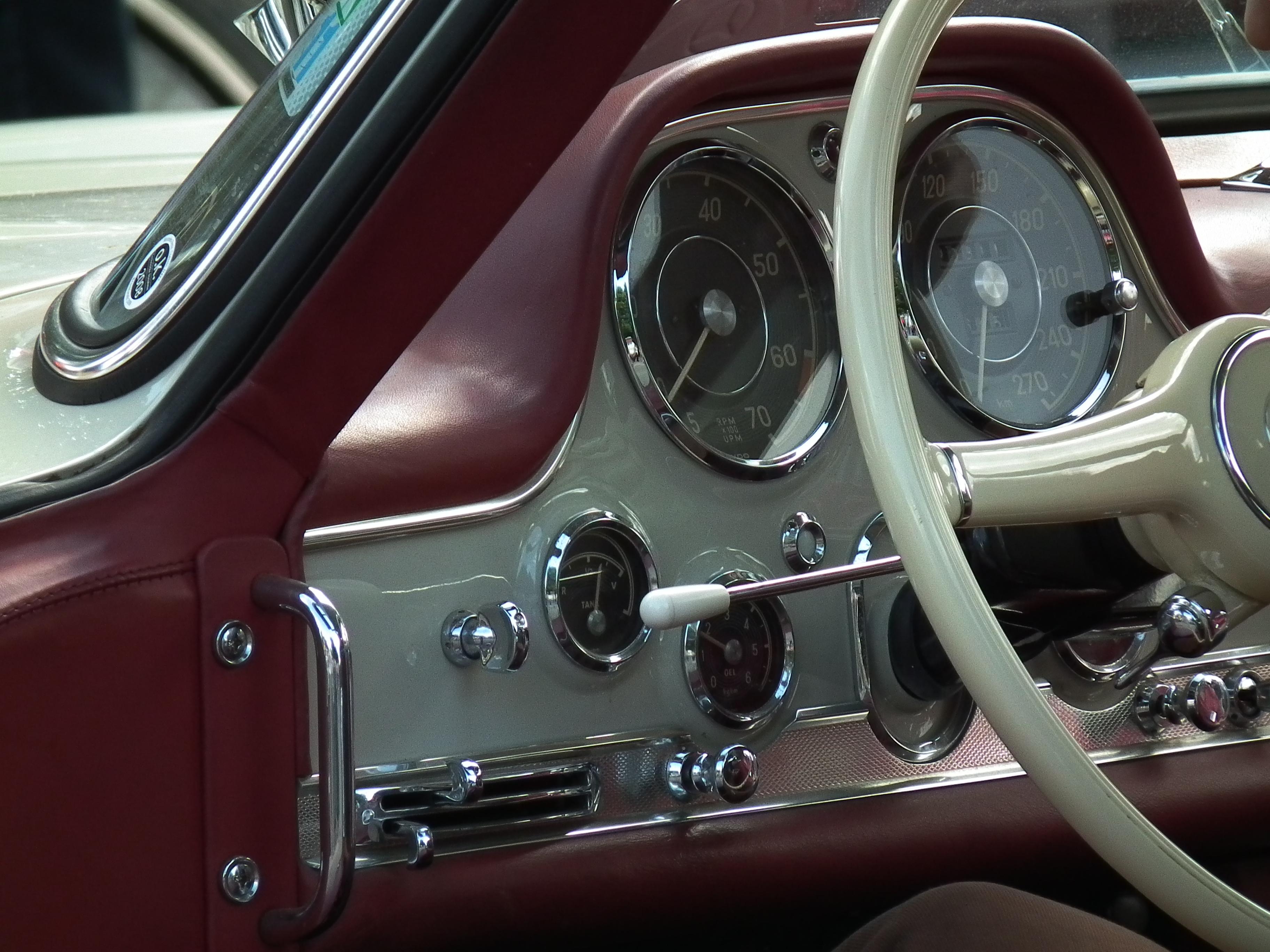 Armaturenbrett mercedes  File:Armaturenbrett Mercedes 300 SL.JPG - Wikimedia Commons