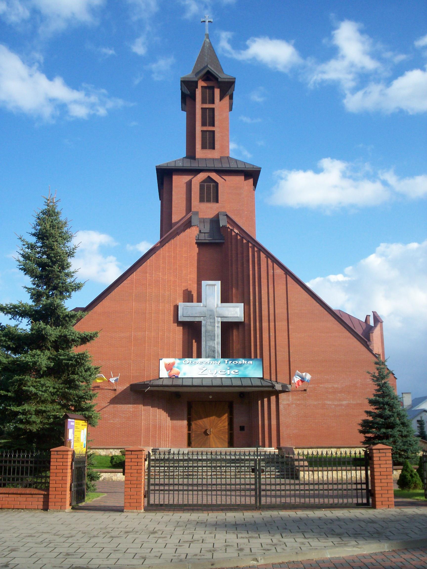 Fronton Kościoła pw. Św. Jana Chrzciciela w Augustowie na Borkach/fot. wikimedia