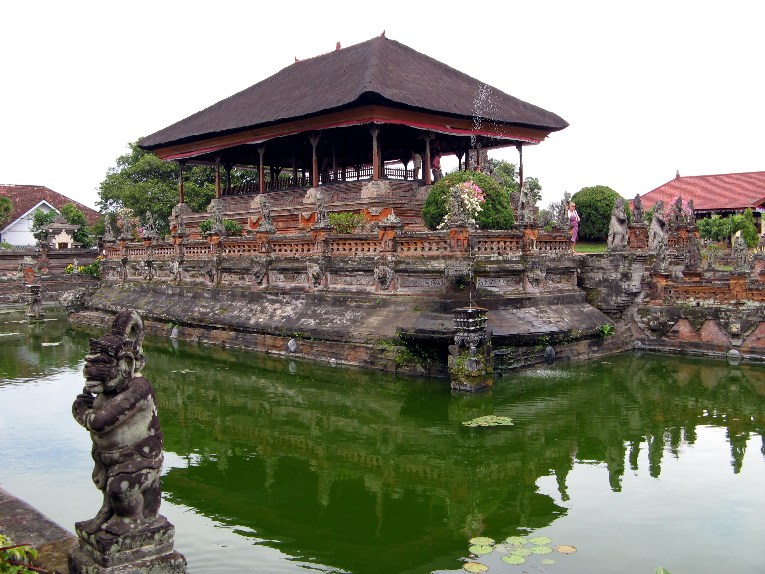 File:Bale Kambang in Taman Gili, Bali 1531.jpg - Wikimedia ...
