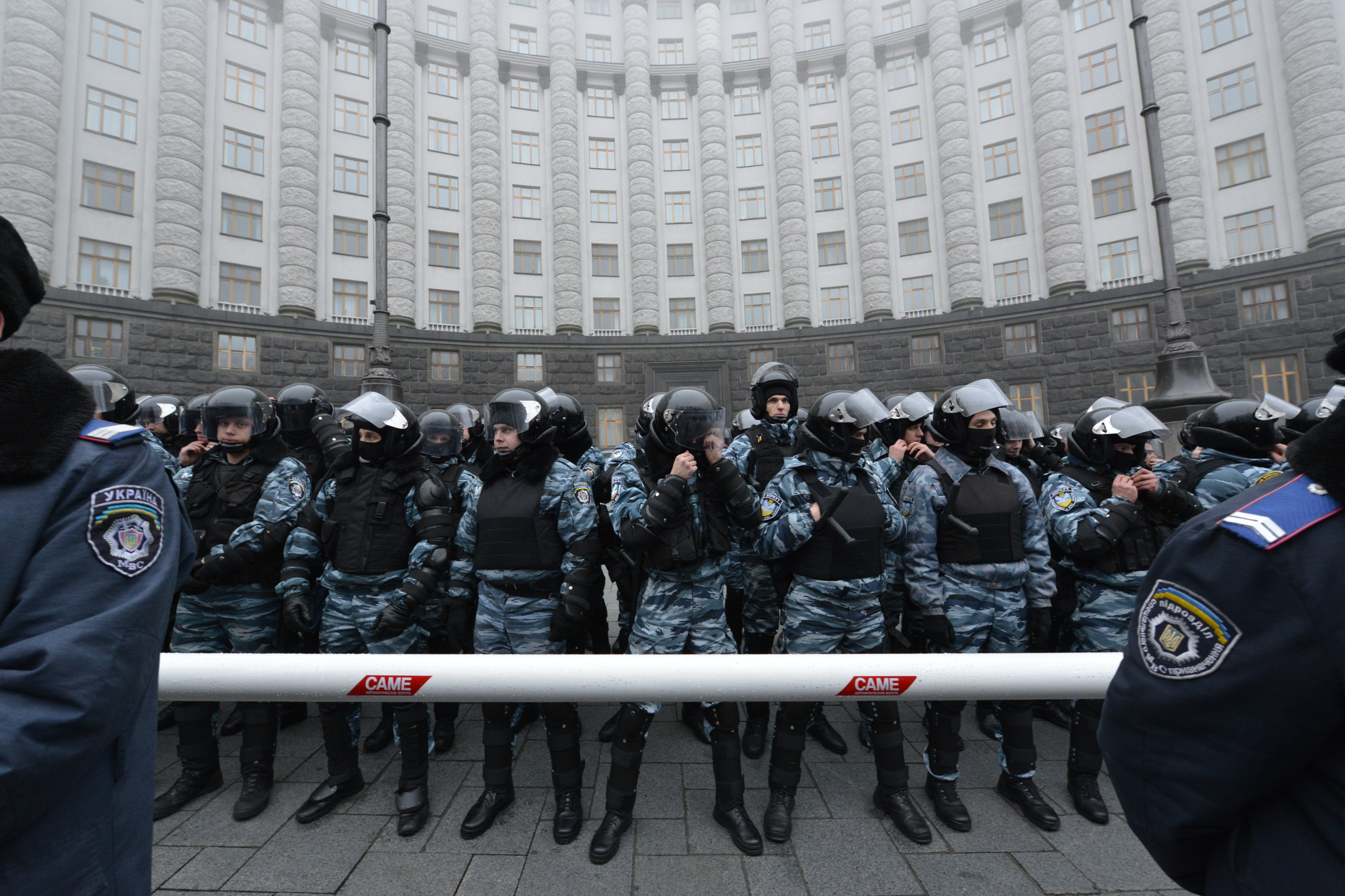 File:Berkut riot police guards the building of the Cabinet of ...