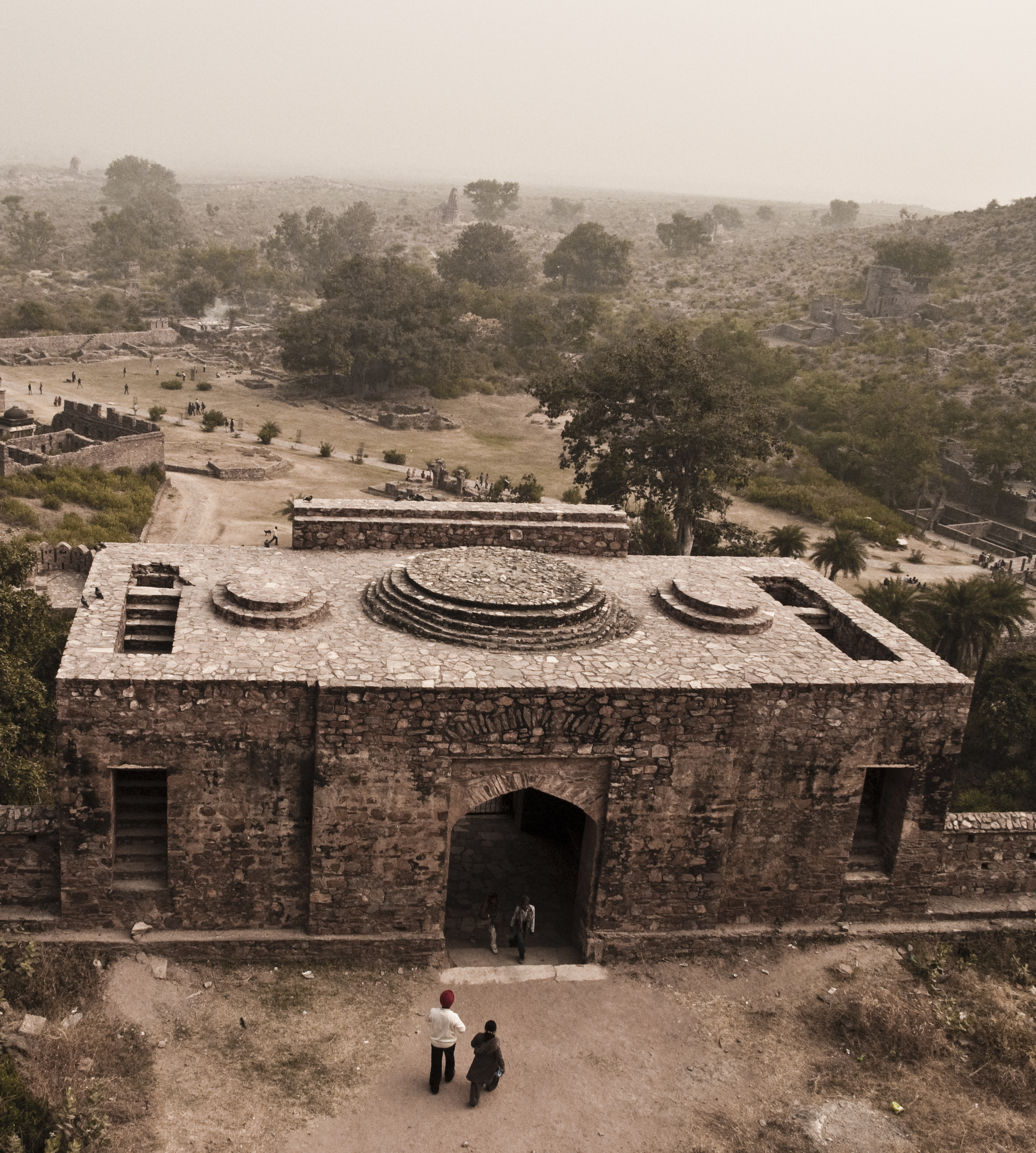 Haunted Places List In India: File:Bhangarh Fort 2.jpg