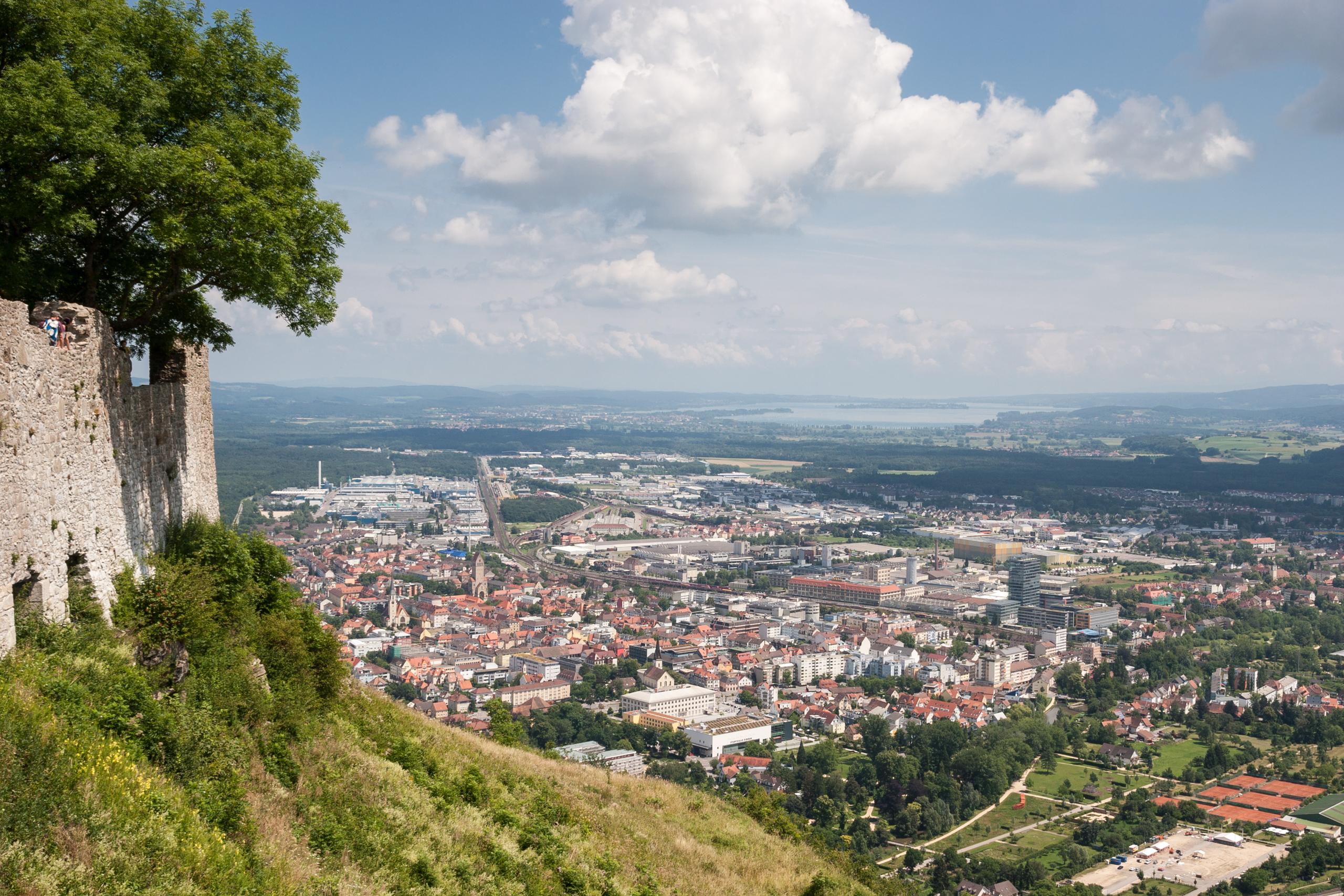 Blick vom Hohentwiel auf Singen IMG 8816.jpg