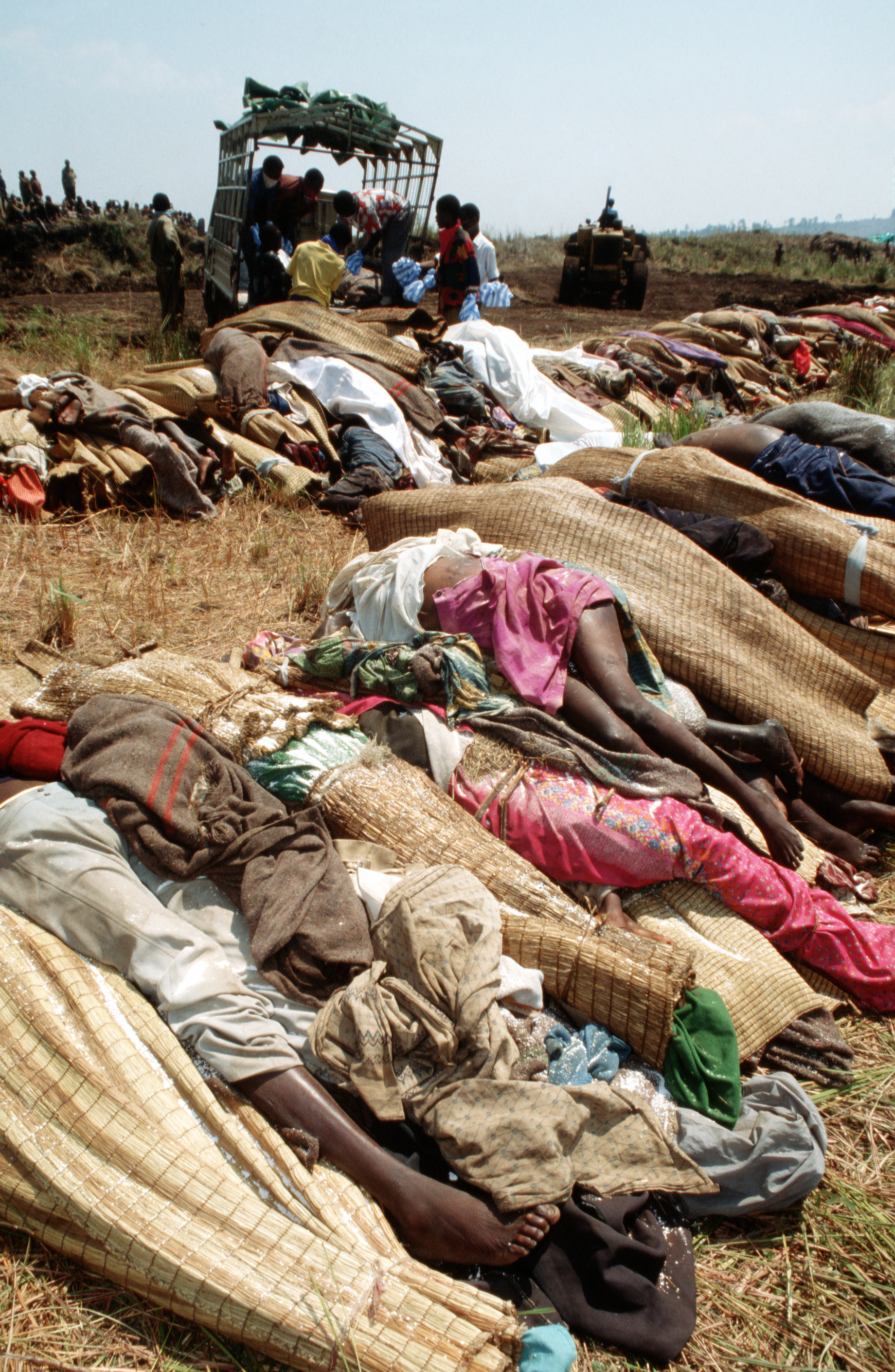 File:Bodies of Rwandan refugees DF-ST-02-03035.jpg - Wikipedia