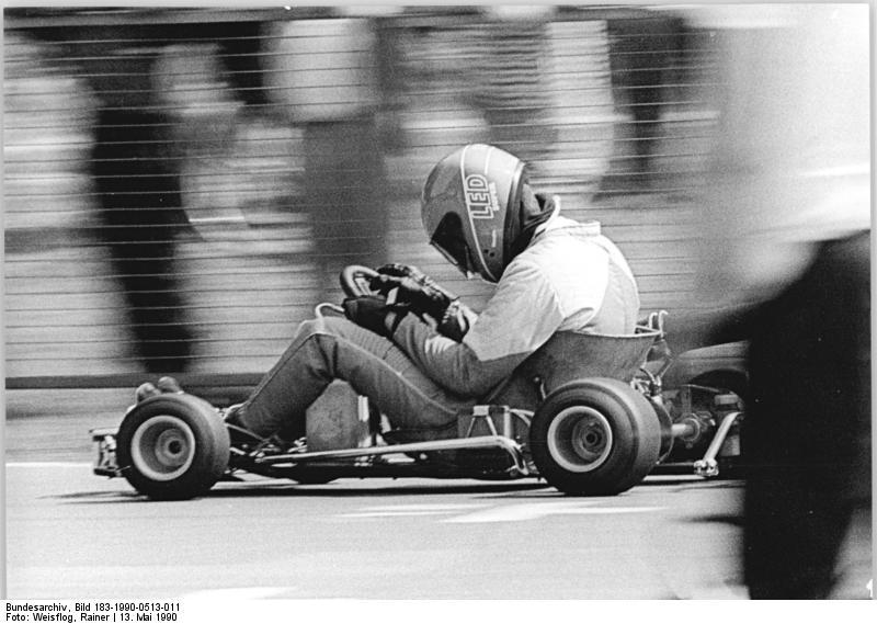 K-Wagen : les karts de RDA Bundesarchiv_Bild_183-1990-0513-011%2C_Cottbus%2C_Kartrennen