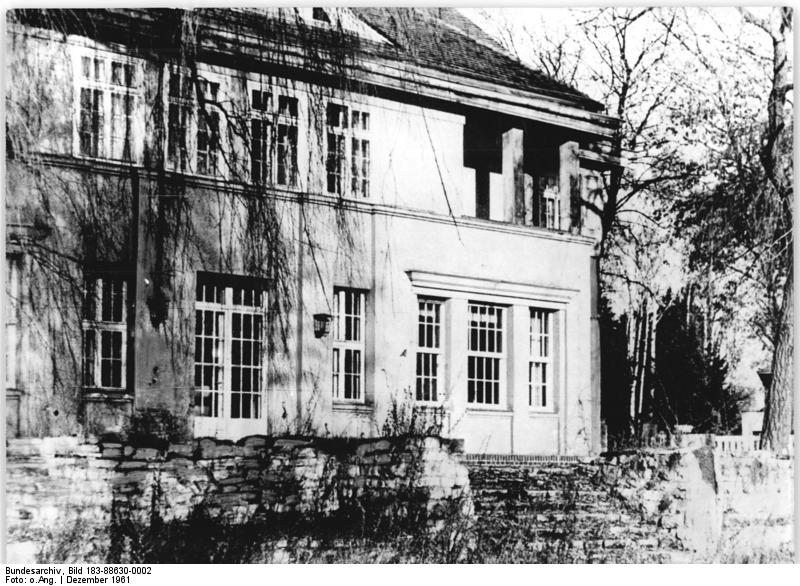 Potsdam, Haus Augustastraße 40, Villa Wisher, Bundesarchiv, Bild 183-88630-0002 / CC-BY-SA 3.0 [CC BY-SA 3.0 de (https://creativecommons.org/licenses/by-sa/3.0/de/deed.en)], via Wikimedia Commons