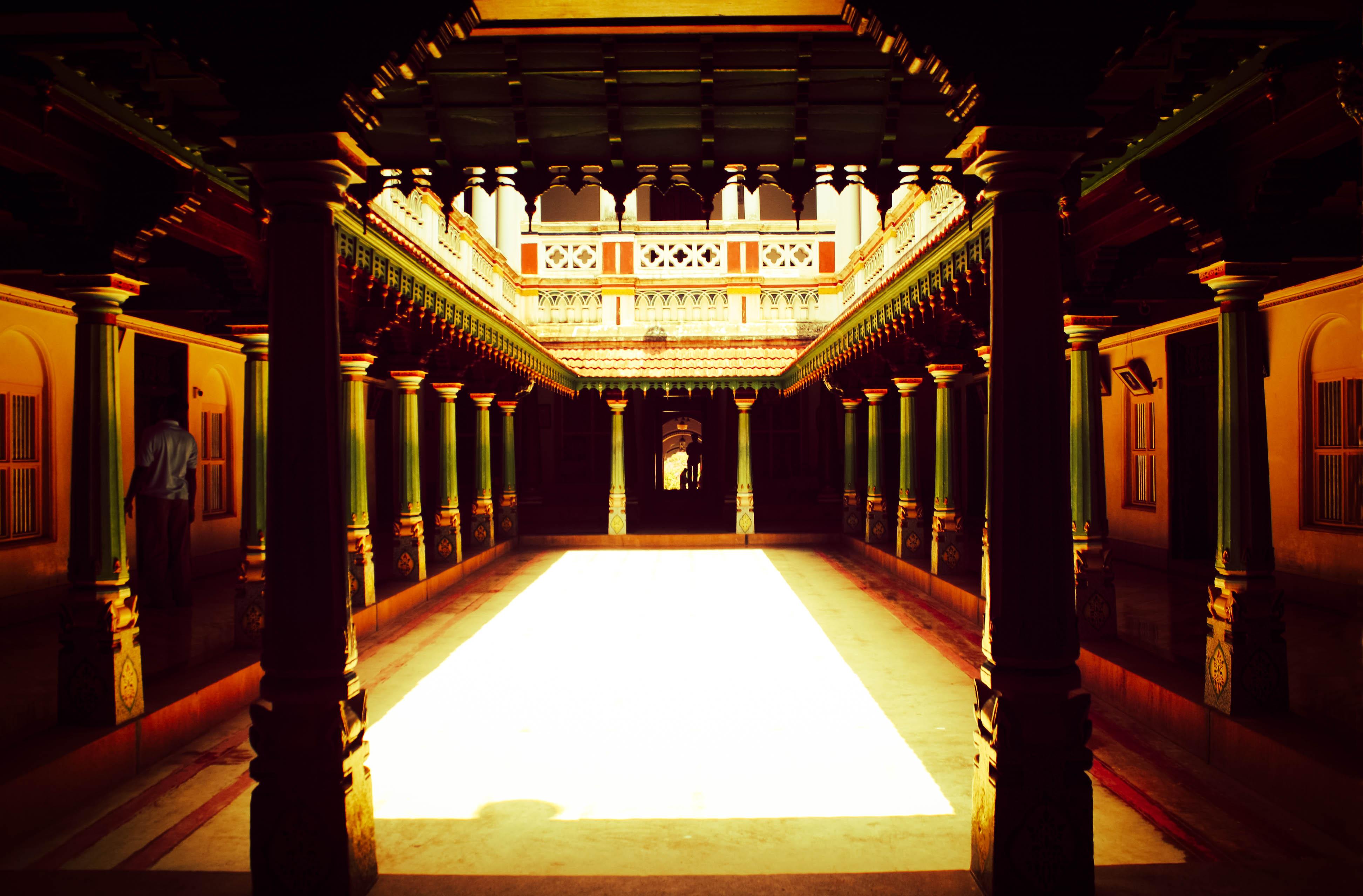 File:Chettinad palace in Karaikudi.jpg - Wikimedia Commons