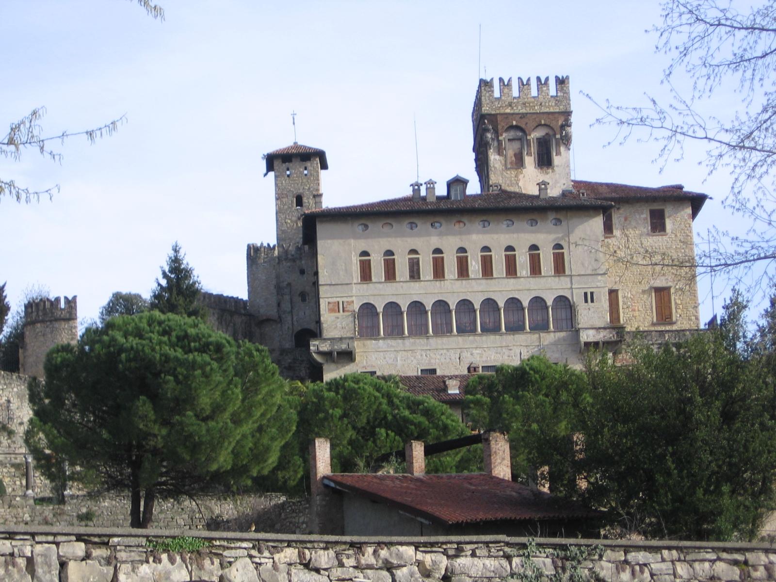 Castello di costa di mezzate wikipedia - Immagini di giardini di villette ...