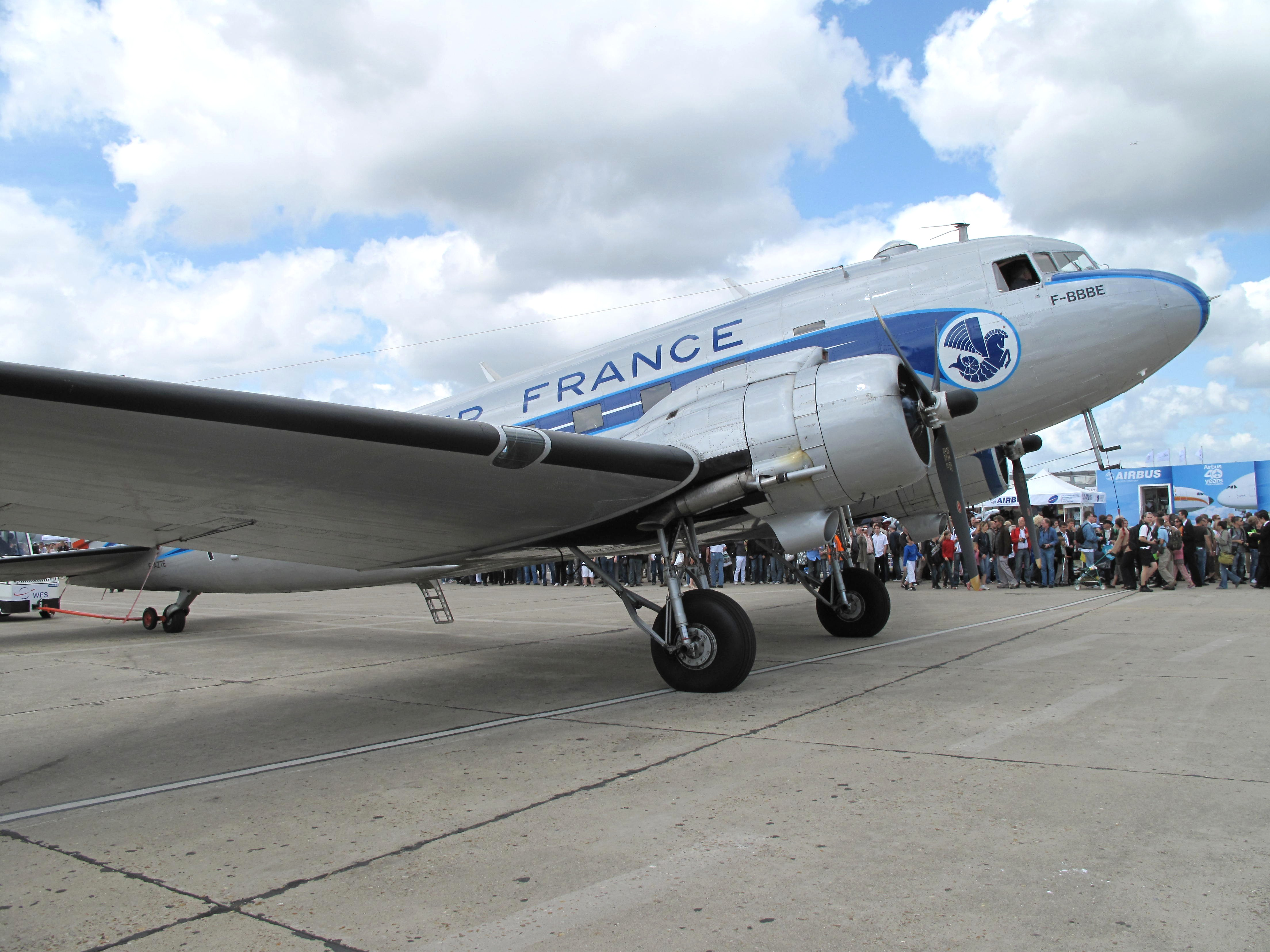 File:DC-3 Air France nose.jpg - Wikimedia Commons