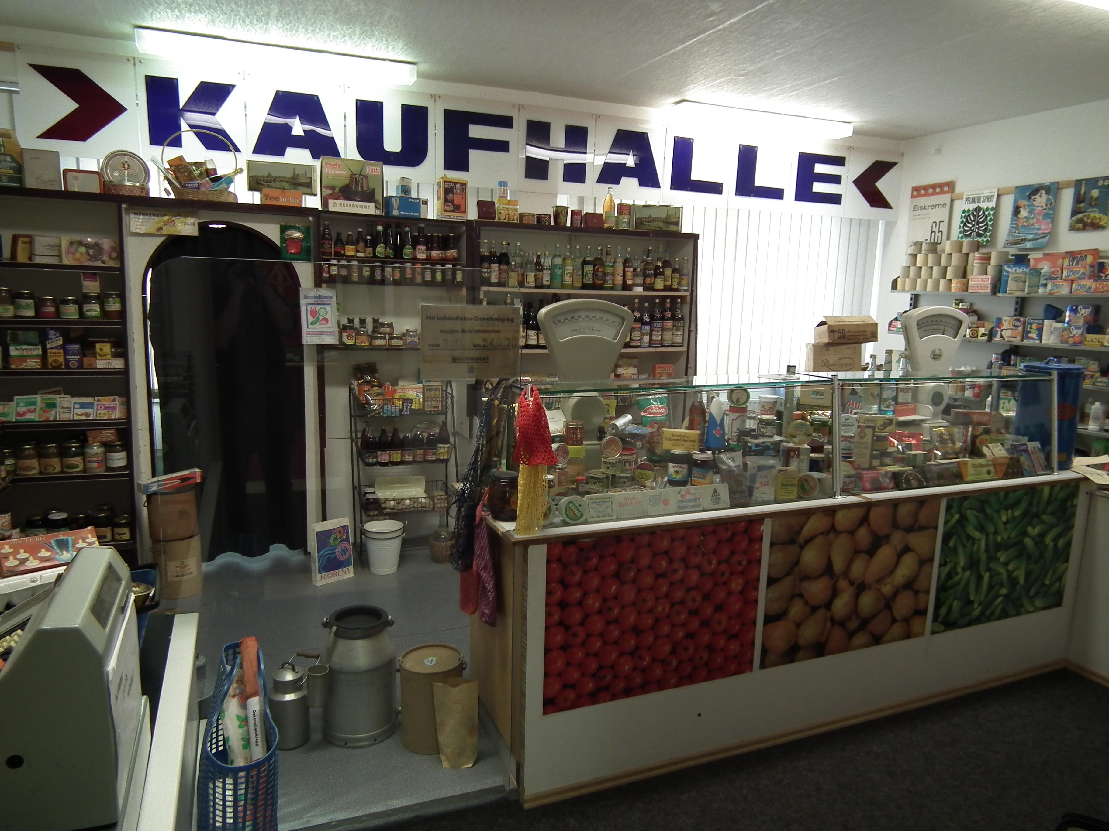 DR-Museum Zeitreise in Radebeul, nachgebildetes typisches Einzelhandelsgeschäft in der DDR