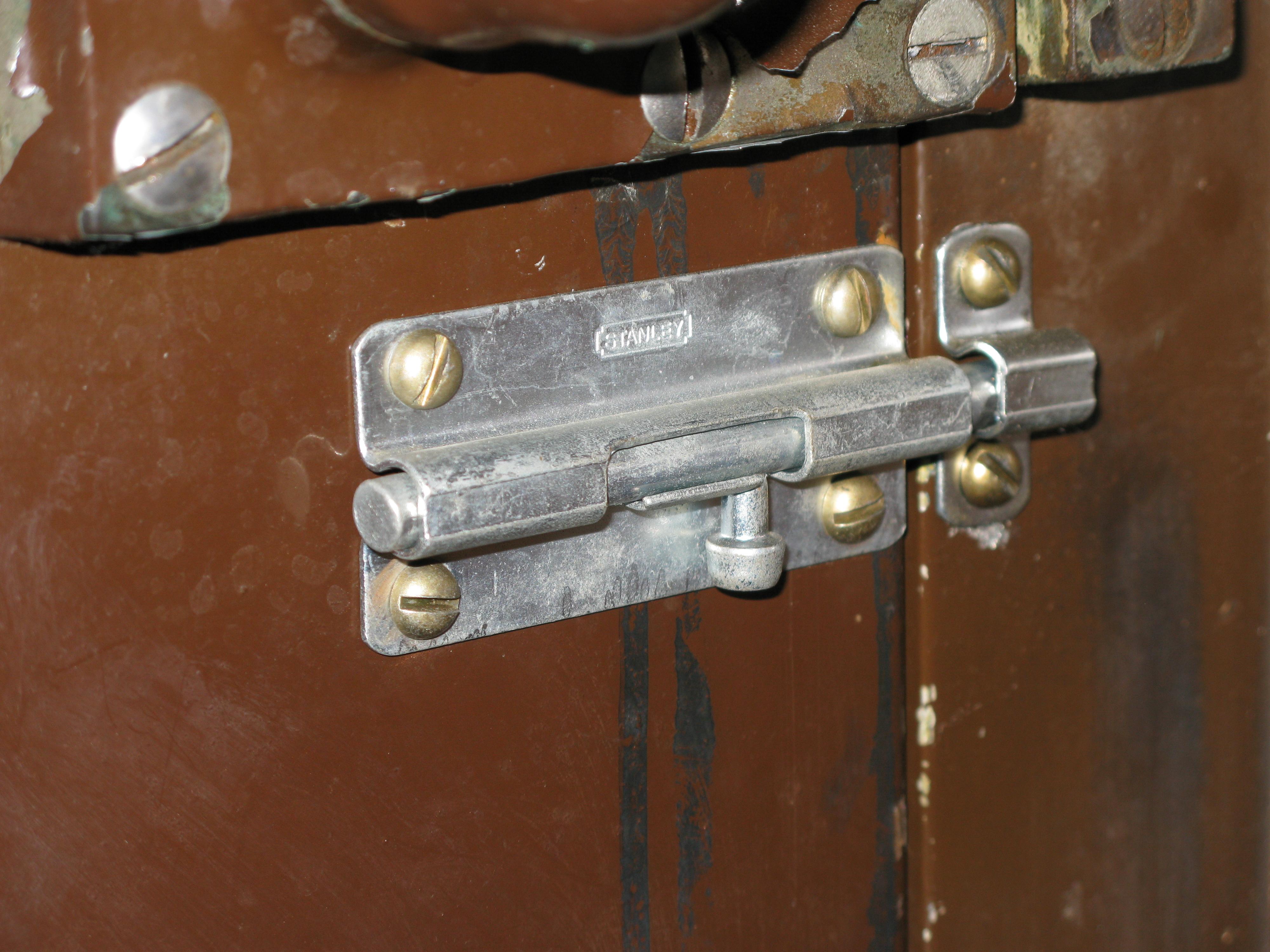 Щеколда на дверь фото