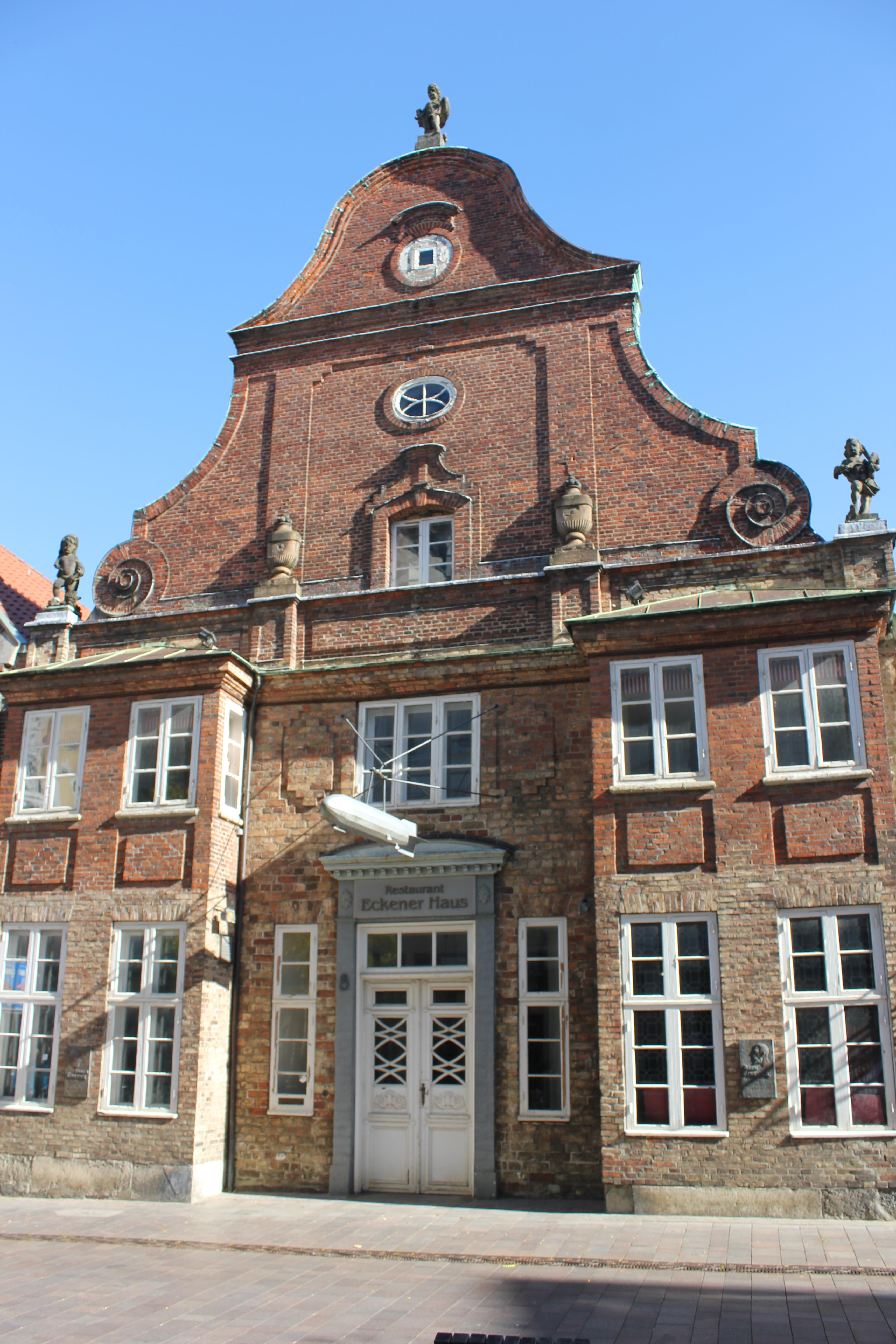 Datei Eckener Haus Vorderansicht zweites Bild JPG