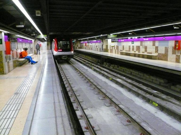 L nea 2 del metro de barcelona wikipedia la for Linea barcelona