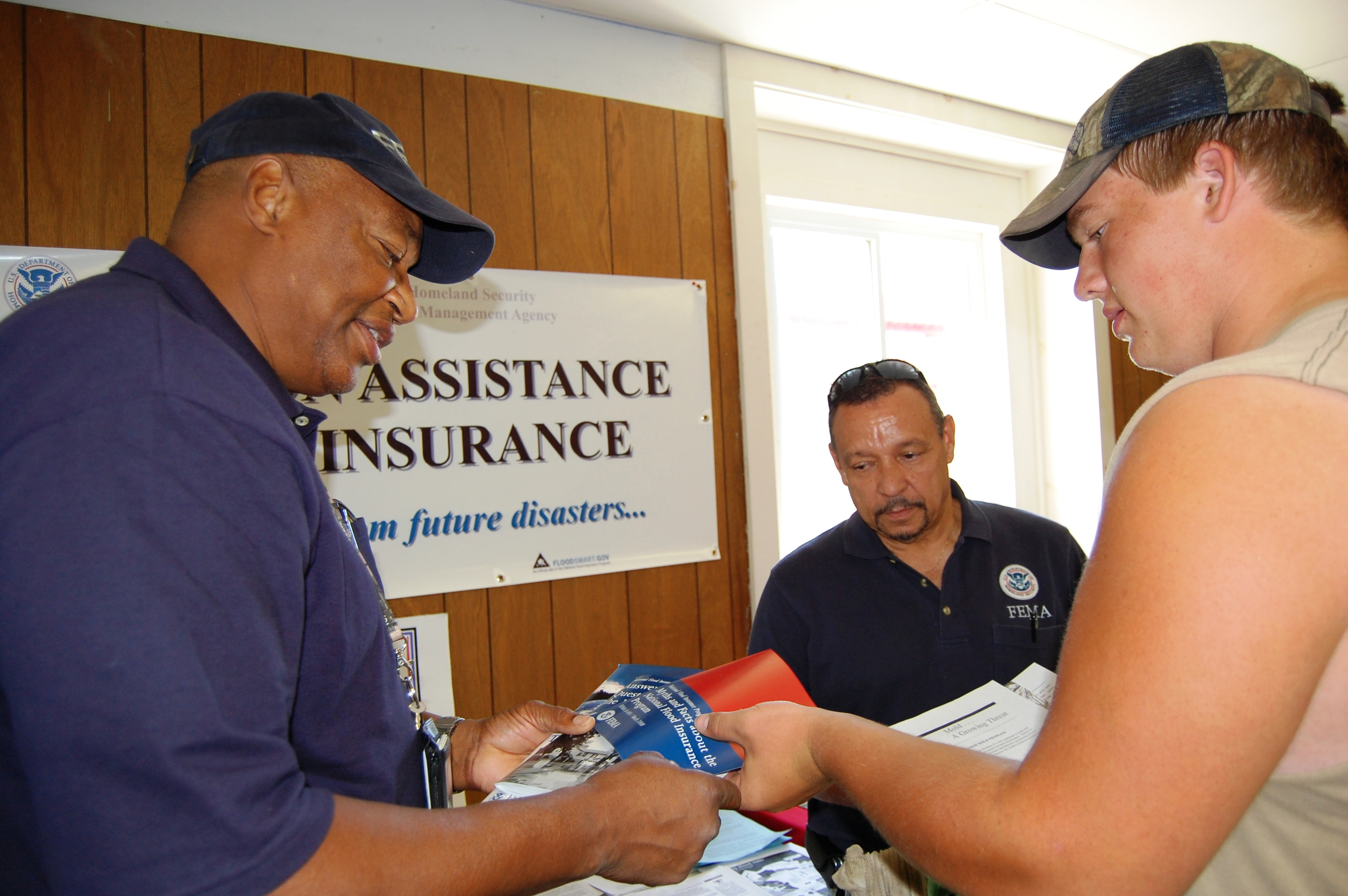 Corning (IA) United States  city images : Description FEMA 37282 FEMA workers distribute printed information ...