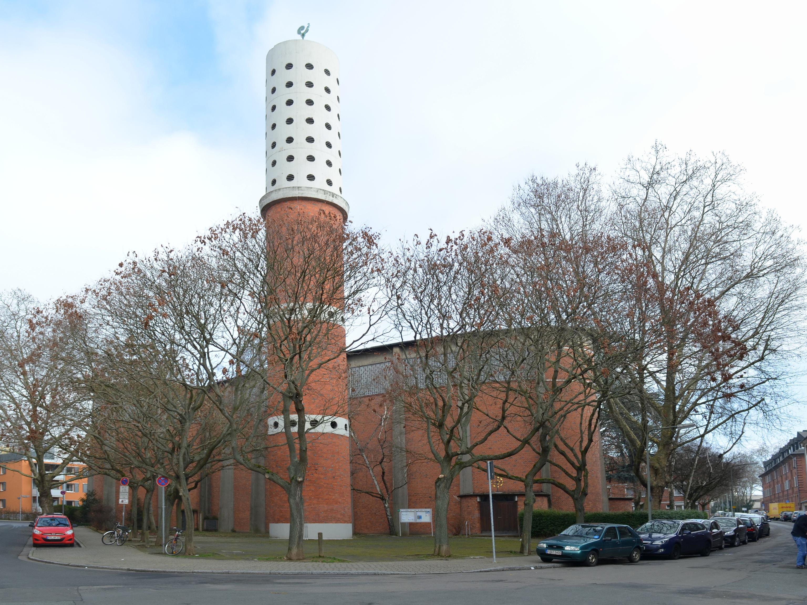 Datei:Frankfurt, Gellertstraße, St. Michaels-Kirche cropped.jpg ...
