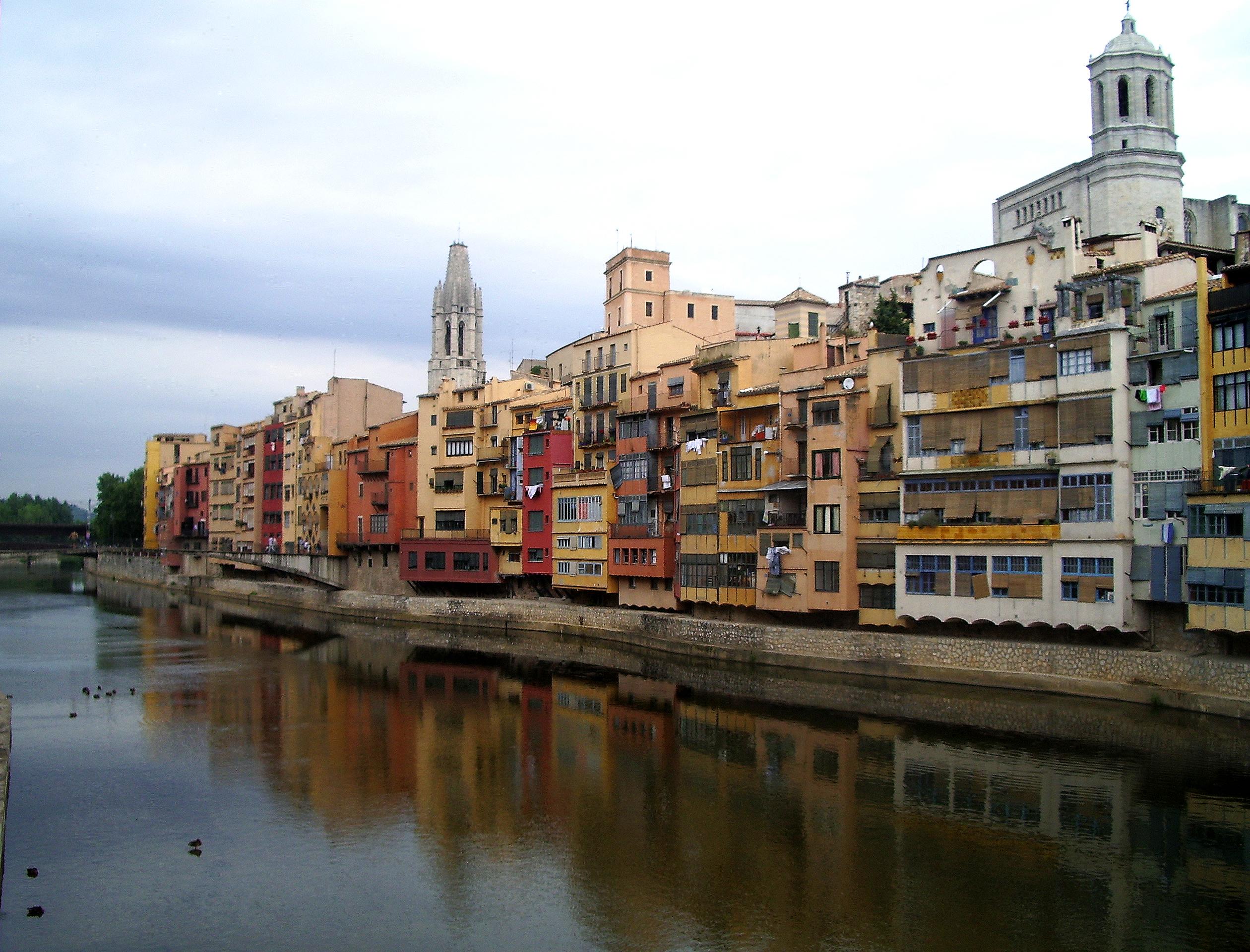 Archivo:Gerona, casas colgadas sobre el Oñar.jpg - Wikipedia, la ...