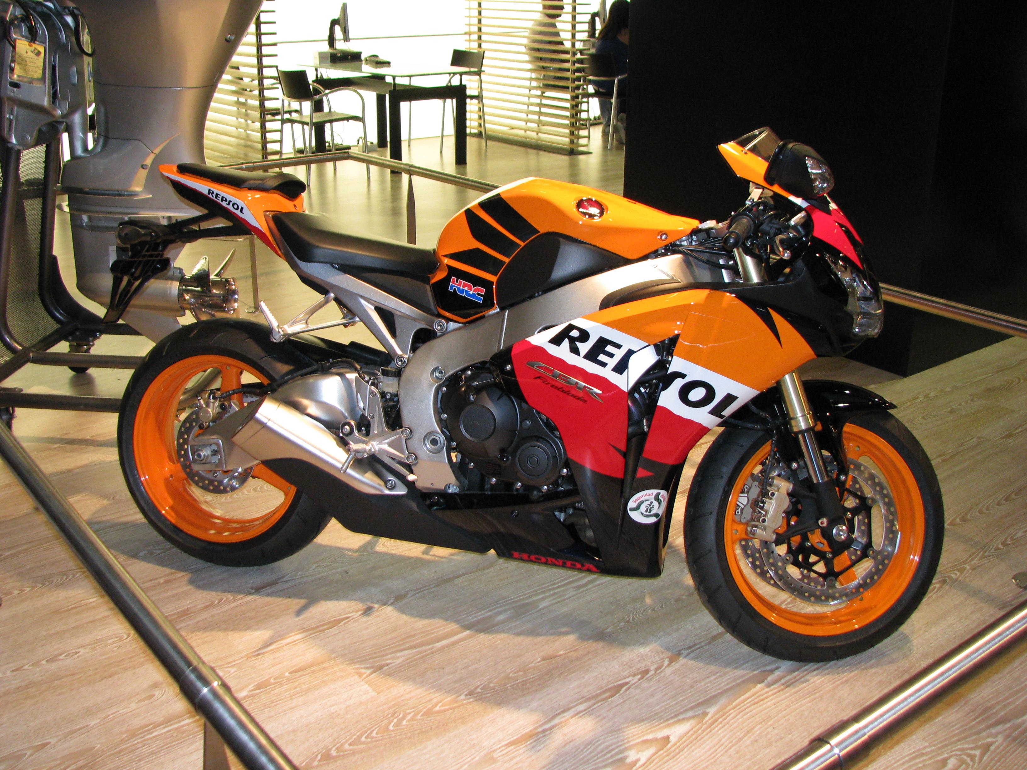 Honda_CBR_1000RR_Fireblade_Repsol_SE