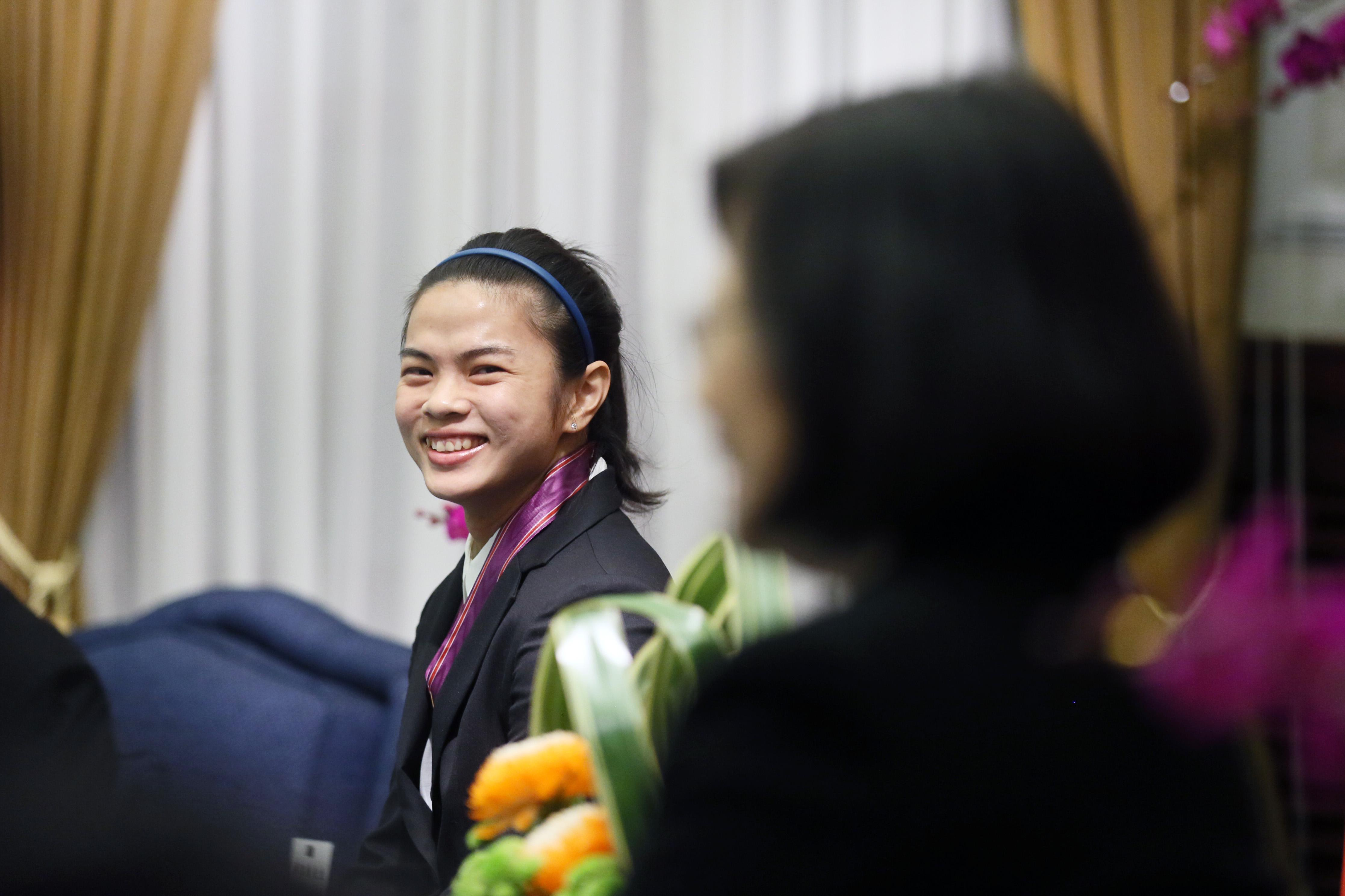 The 27-year old daughter of father (?) and mother(?) Hsu Shu-ching in 2018 photo. Hsu Shu-ching earned a  million dollar salary - leaving the net worth at 0.1 million in 2018