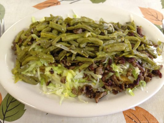 Nopal preparado en un plato (es orientativo, este plato lleva carne, pero para haceros la idea cómo queda)