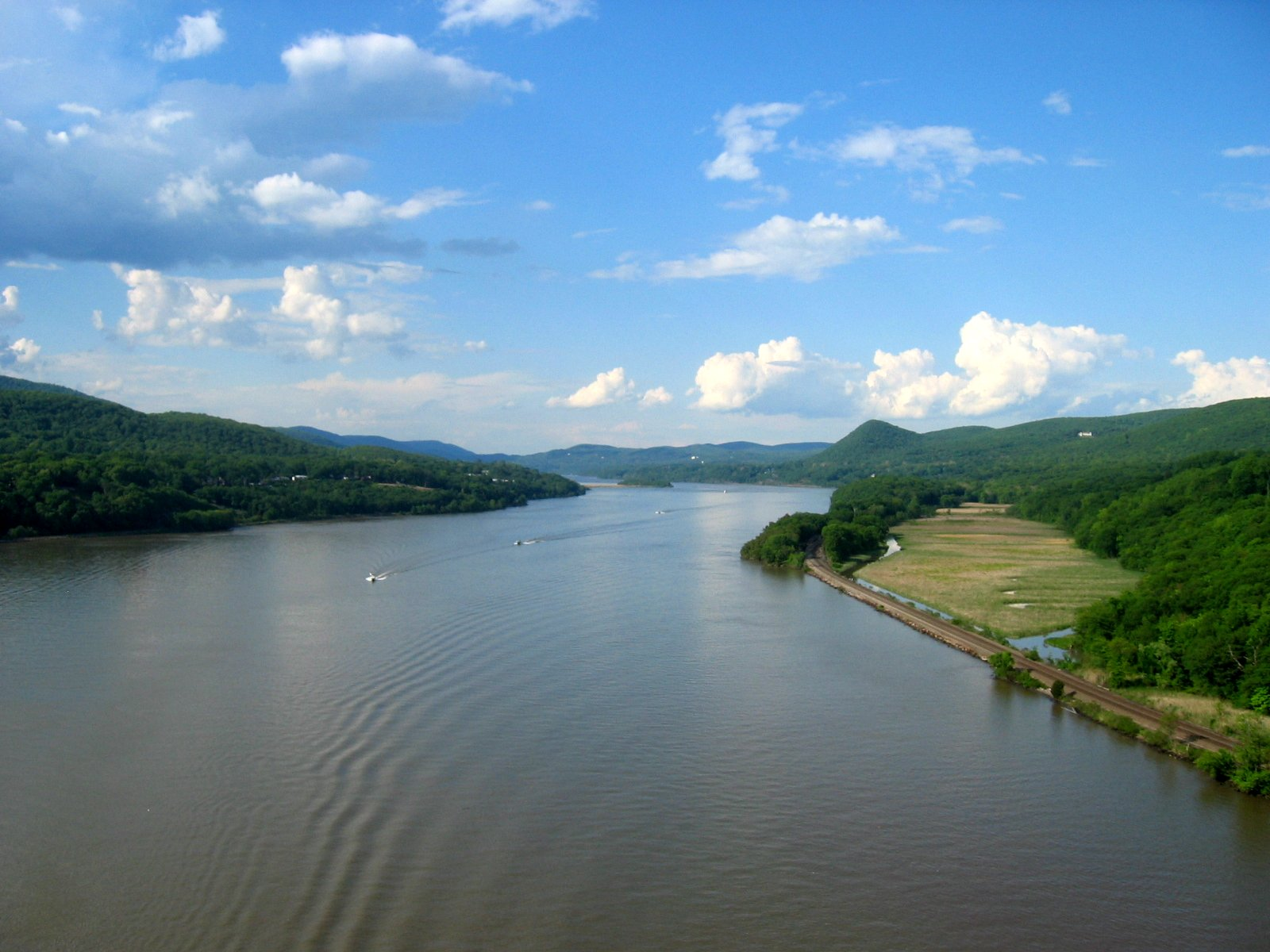 File hudson river from bear mountain bridge