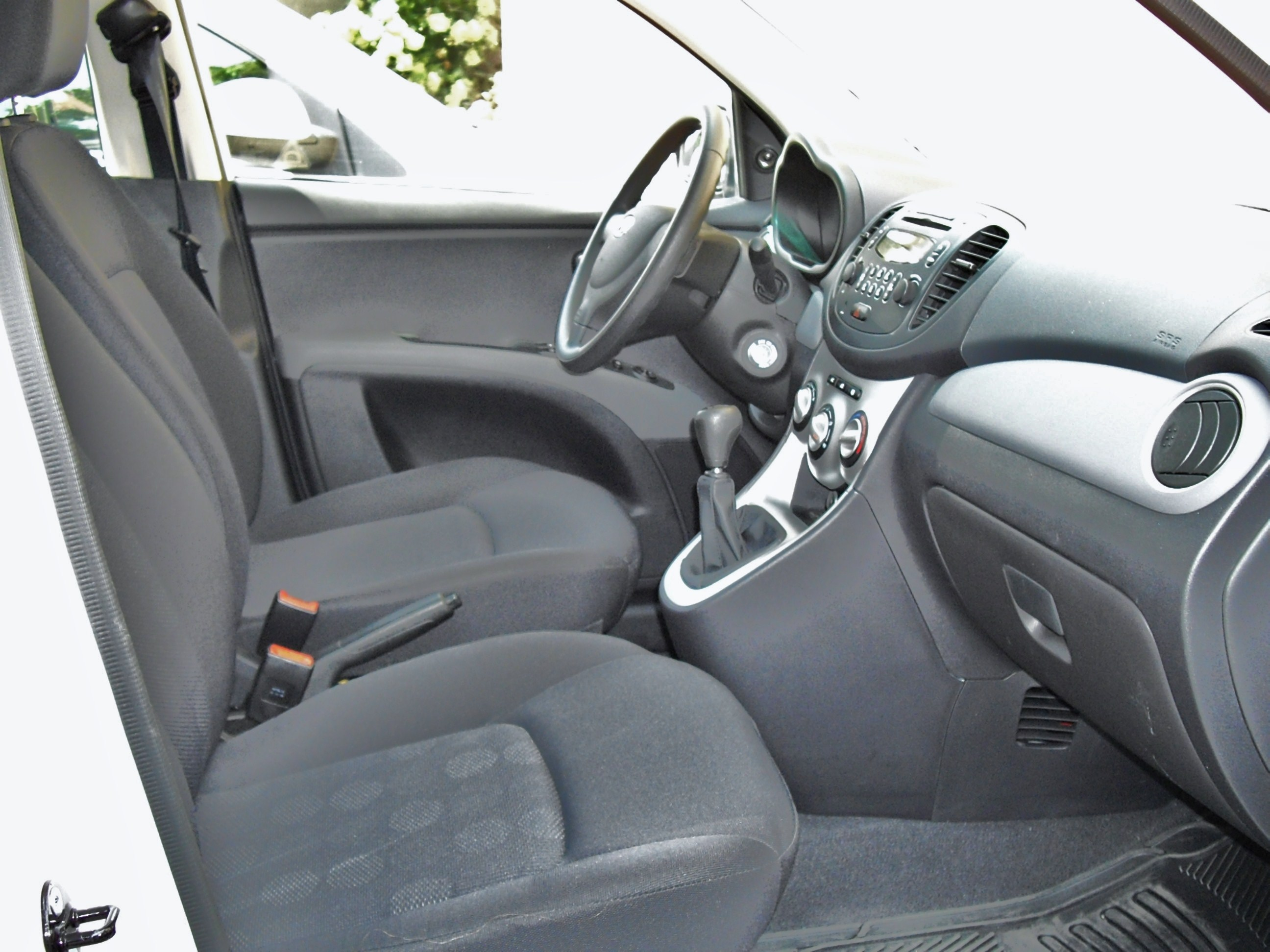 File:Hyundai i10 Active interior.JPG - Wikimedia Commons