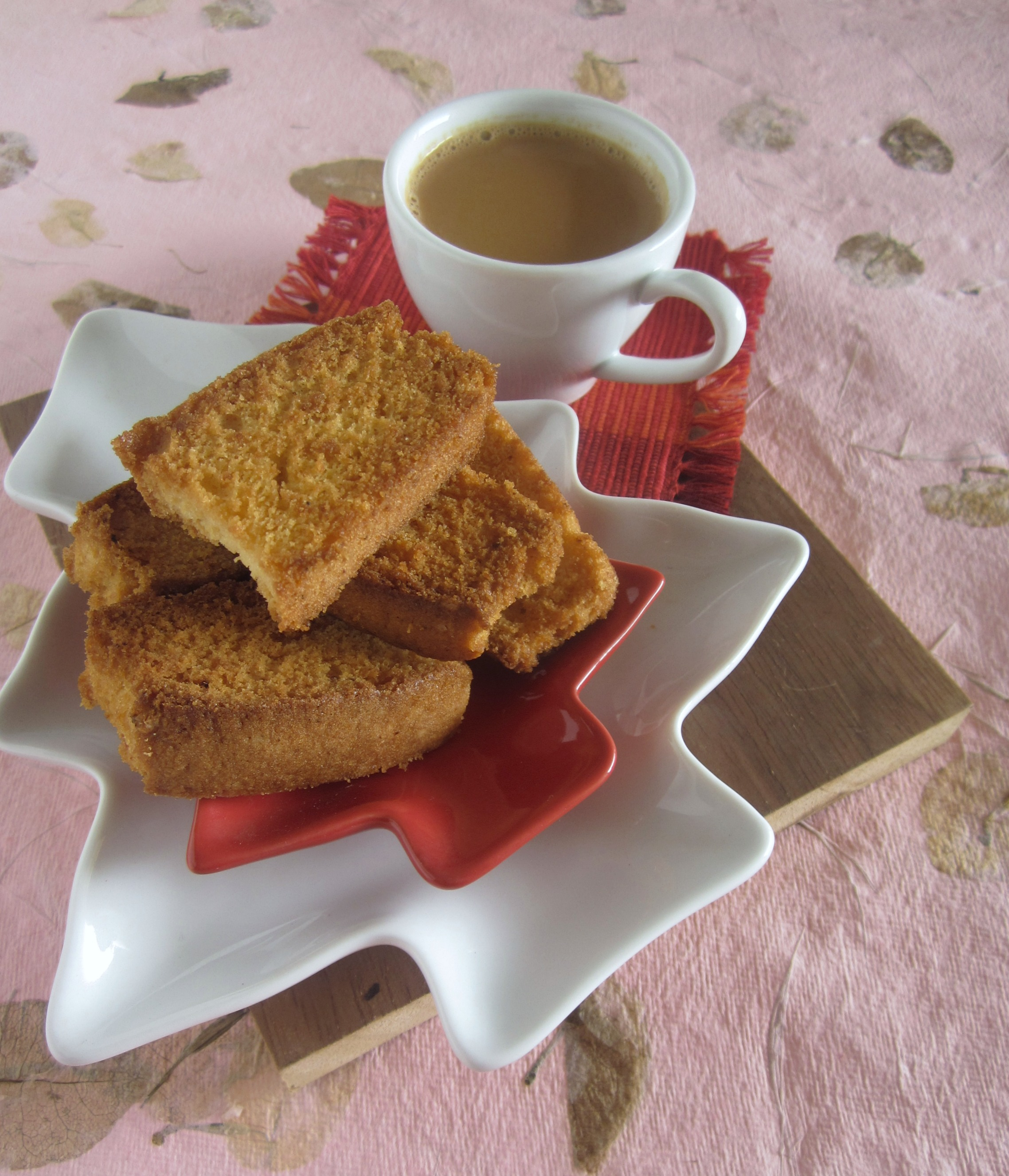 File:Indian Style Tea Biscuits with Chai.jpg - Wikimedia Commons