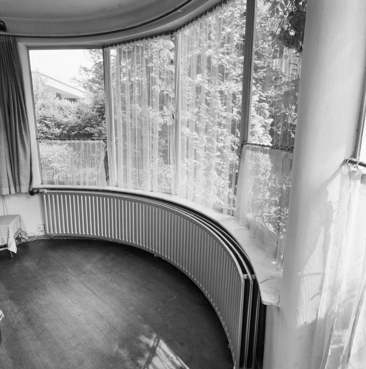 File:Interieur, woonkamer, rondlopende centrale verwarming - Utrecht ...