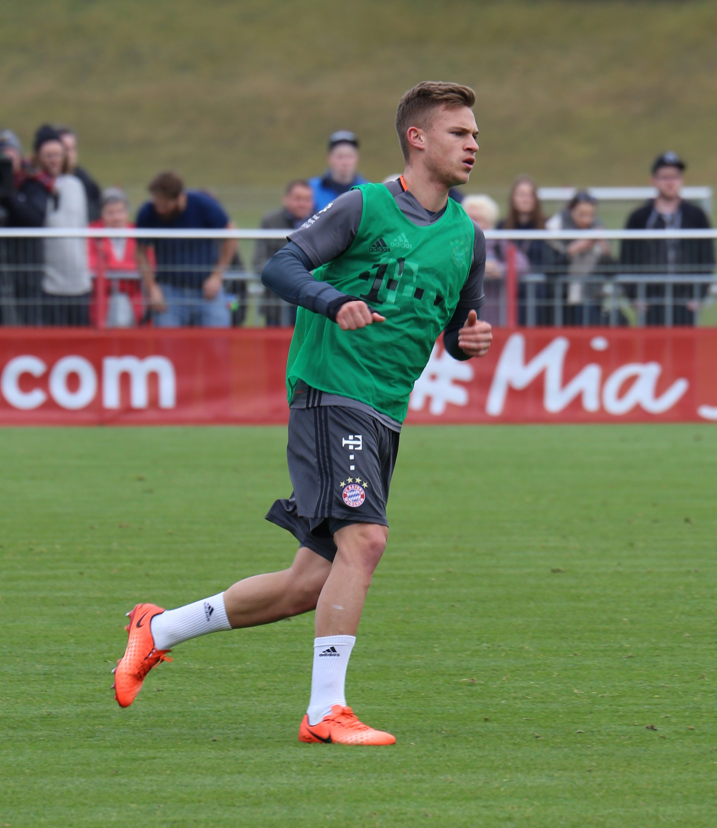File Joshua Kimmich Training 2017 03 FC Bayern Muenchen 1