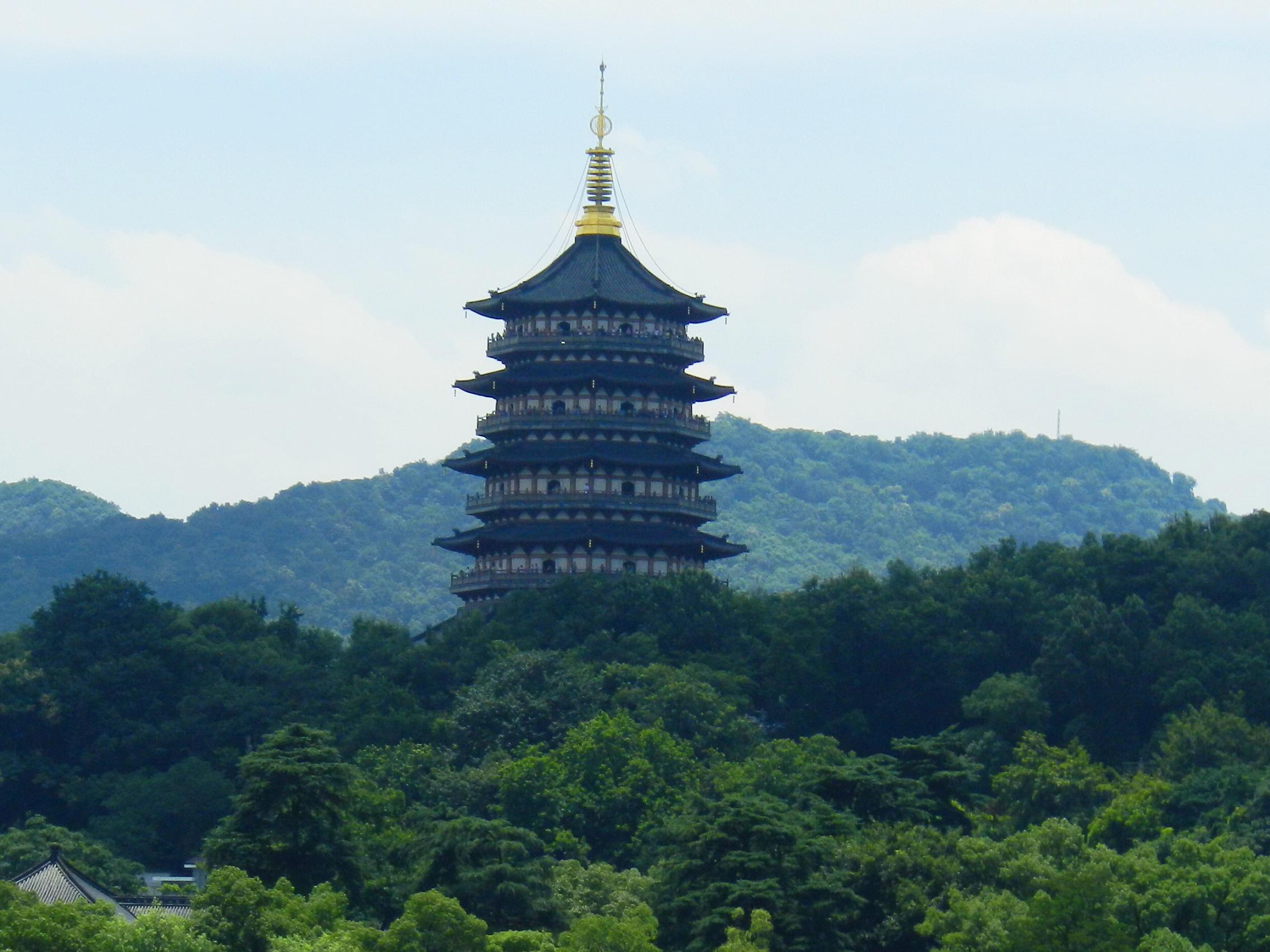 Leifeng Pagoda 雷峰塔 - panoramio.jpg