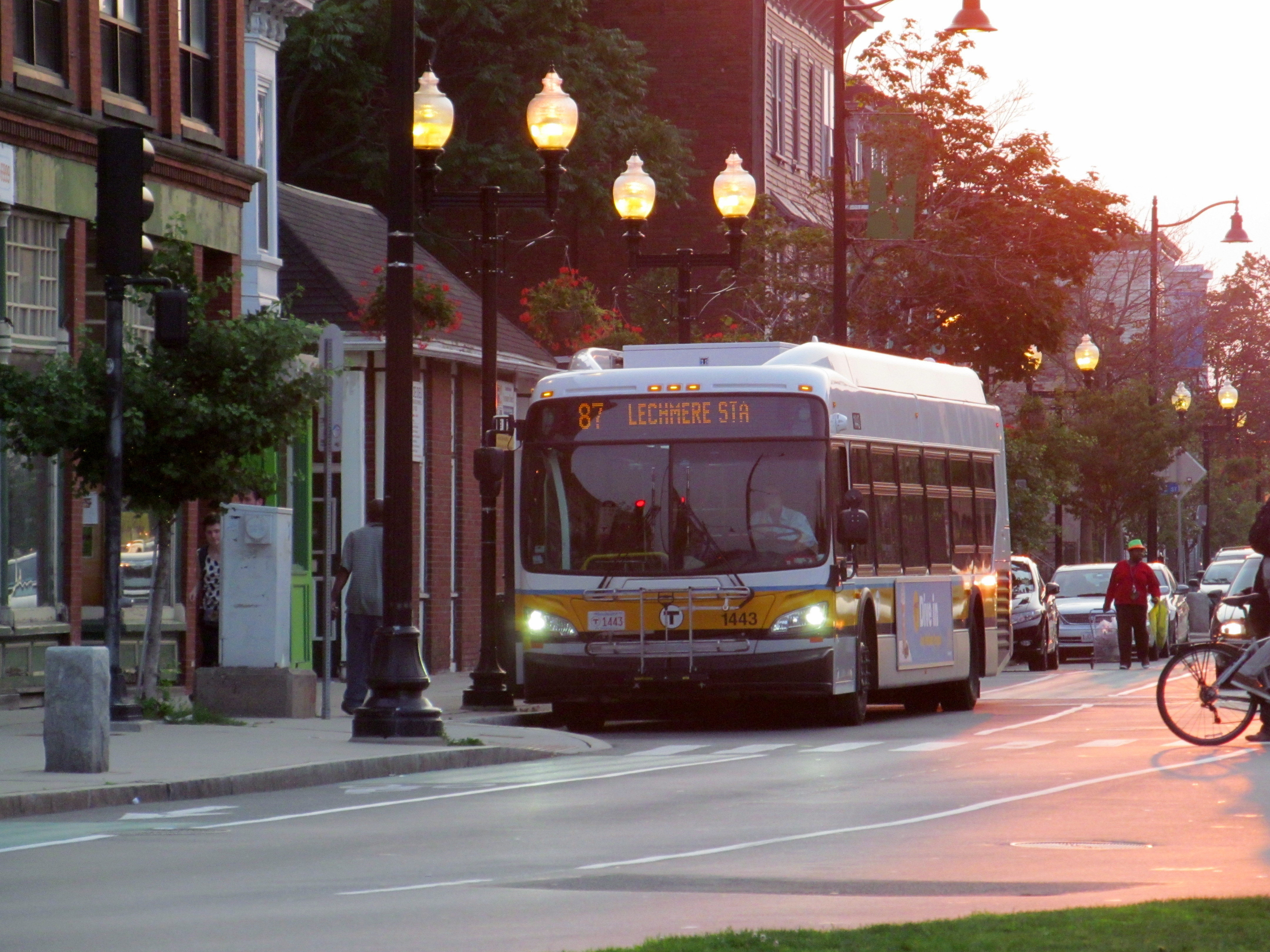 File:MBTA route 87 bus on Somerville Avenue near Union Square, July