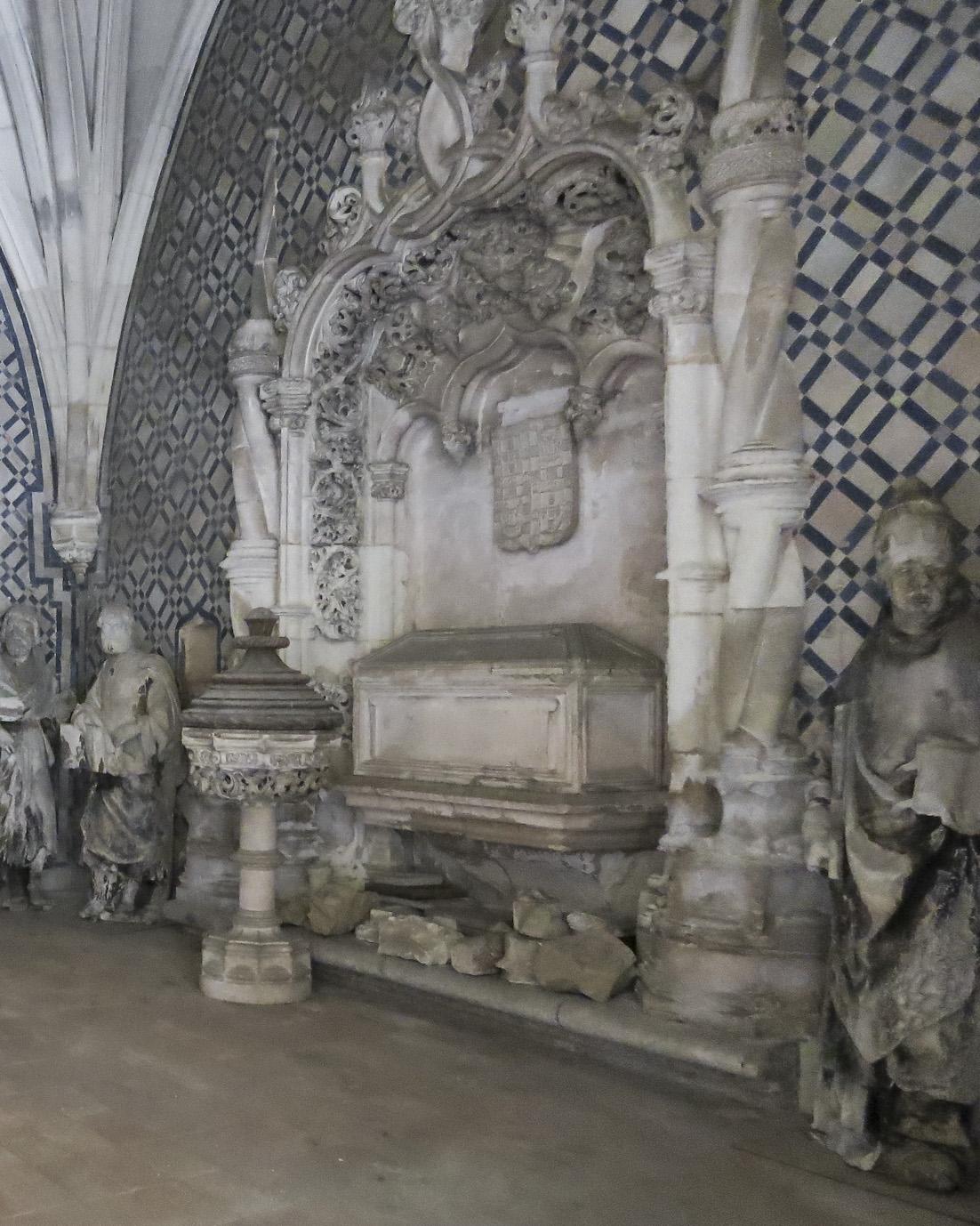 File:Marcos Pires Túmulo de D João de Noronha Mosteiro de Santa Cruz ...
