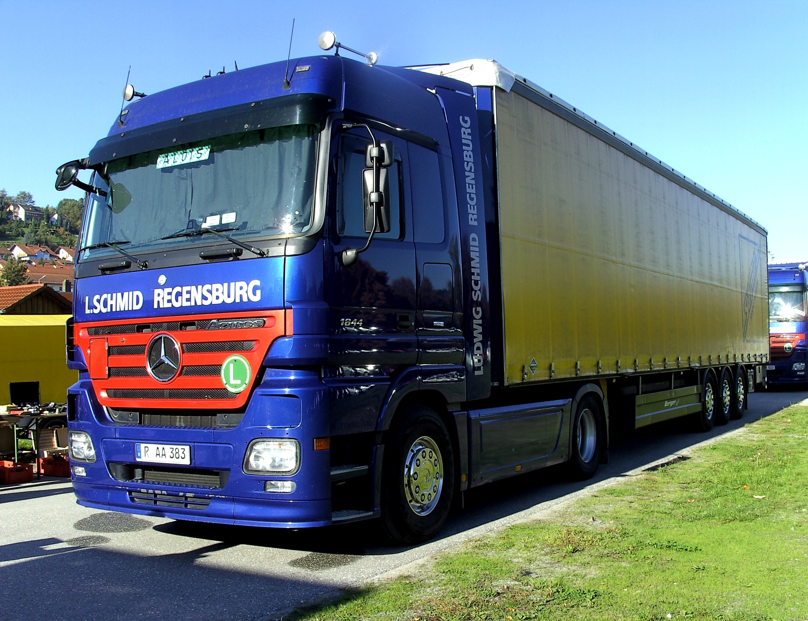 FileMercedesBenz Actros LKWJPG  Wikimedia Commons
