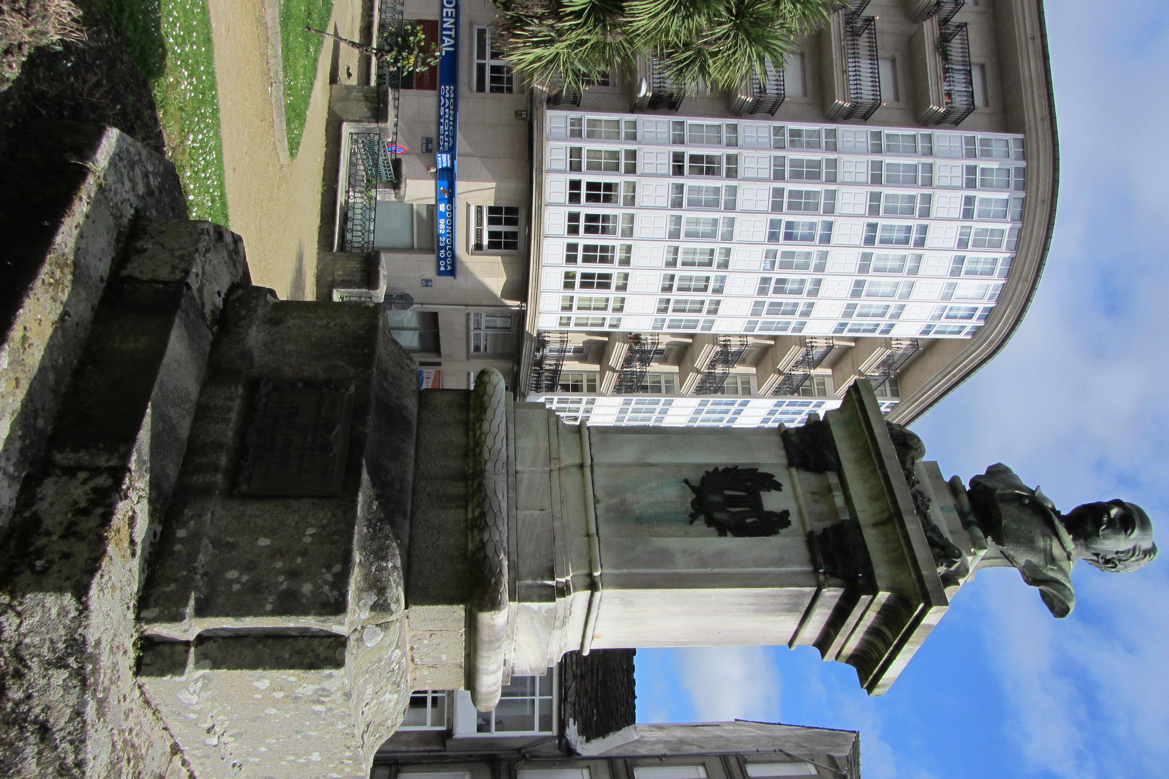 Monumento a Juan Montes situado en el Jardín de San Roque en la ciudad de Lugo (Galicia, España). La obra es del escultor Eugenio DuqueJuan Montes muere en la noche del 23 al 24 de junio de 1899 a causa de una hemorragia cerebral.