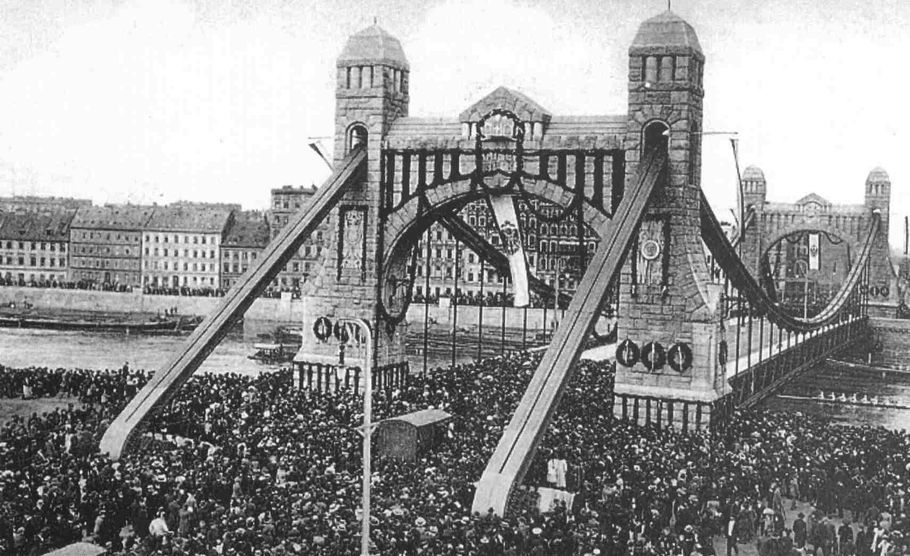 https://upload.wikimedia.org/wikipedia/commons/c/c9/Most_Grunwaldzki_1910_Wroclaw_Breslau.jpg