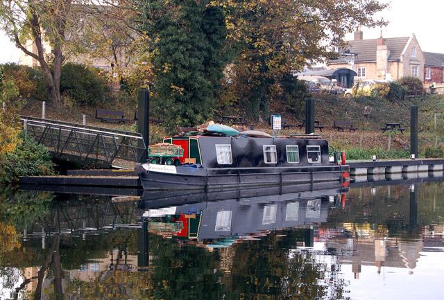 Narrowboat on the River Nene near Wansford station - geograph.org.uk - 1563496