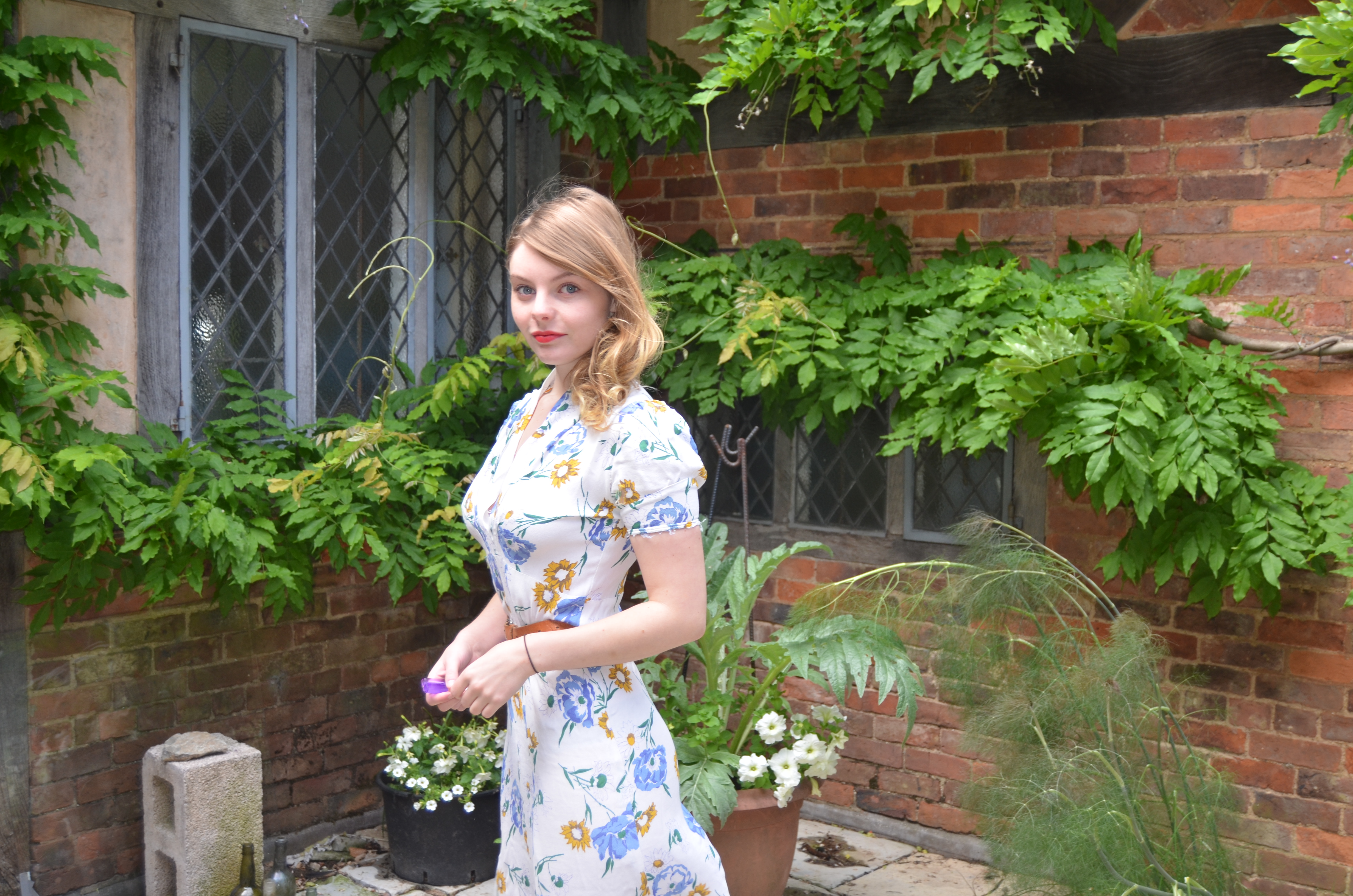 The 27-year old daughter of father (?) and mother(?) Nell Hudson in 2018 photo. Nell Hudson earned a  million dollar salary - leaving the net worth at 1 million in 2018