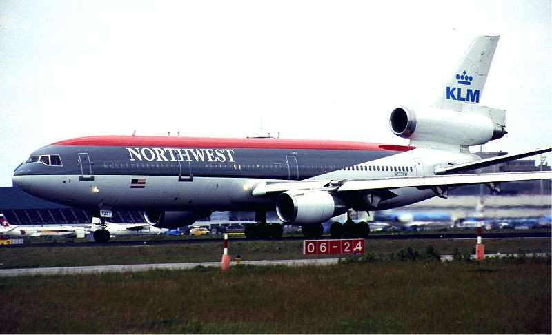 https://upload.wikimedia.org/wikipedia/commons/c/c9/Northwest_Airlines-KLM_DC-10_hybrid_livery_KvW.jpg