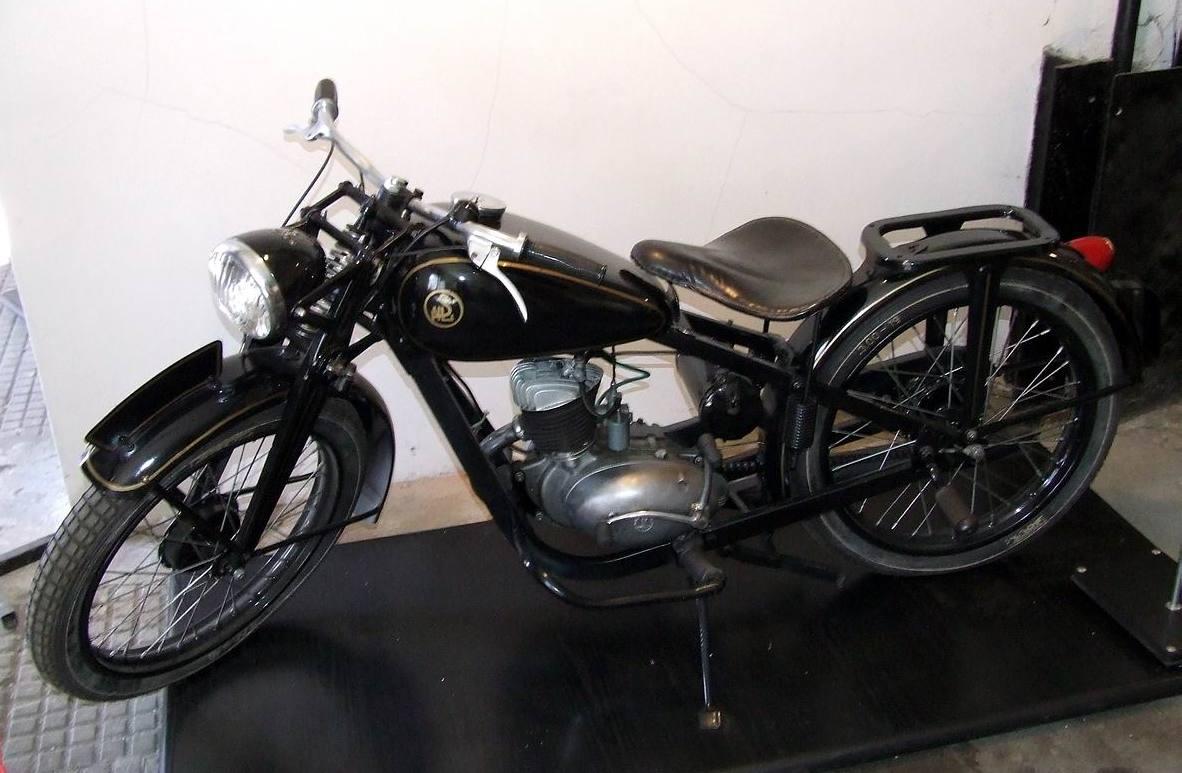 PL_SHL_M04_motorcycle.jpg