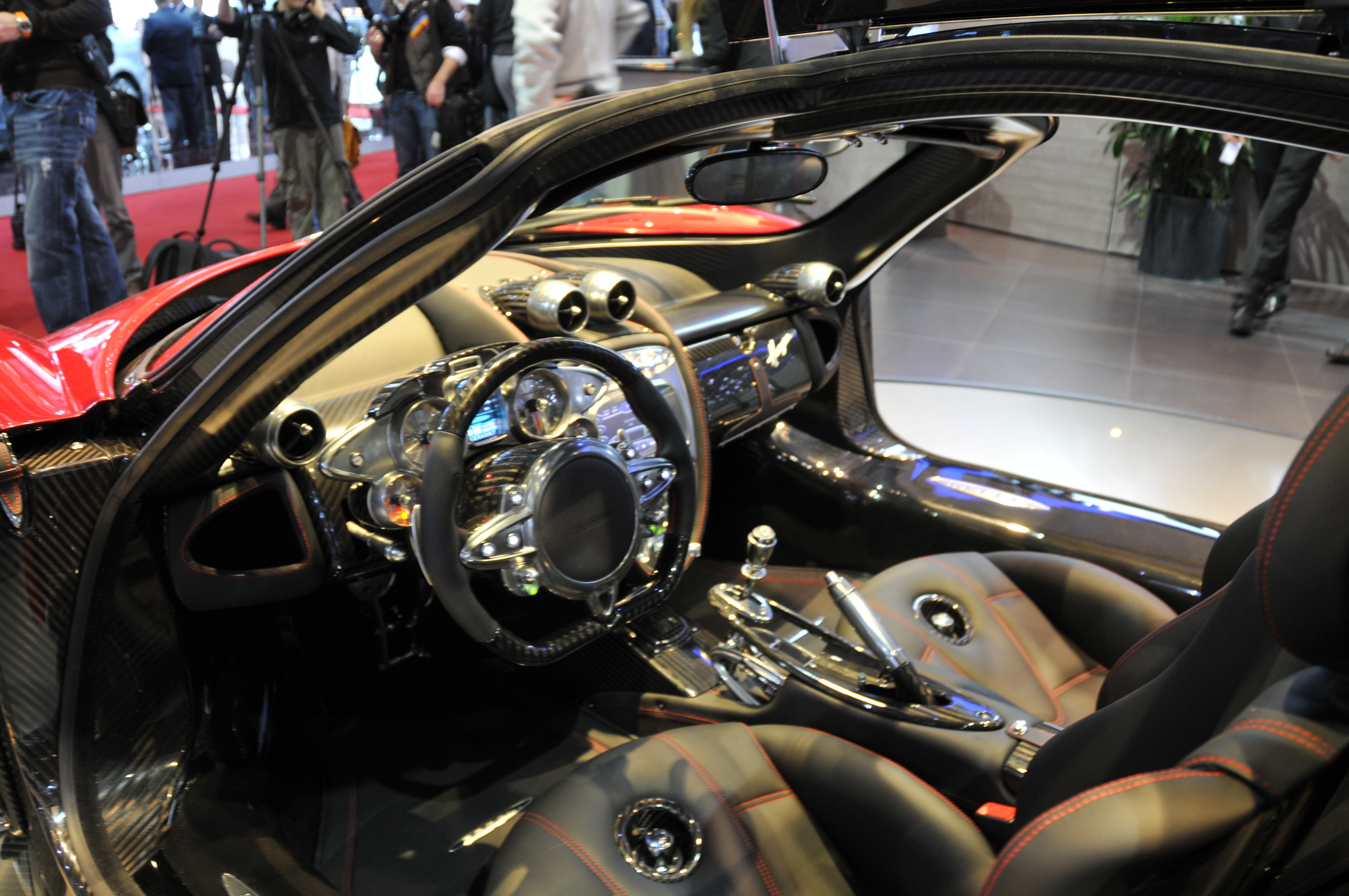 file pagani huayra 5488248473 jpg wikimedia commons. Black Bedroom Furniture Sets. Home Design Ideas