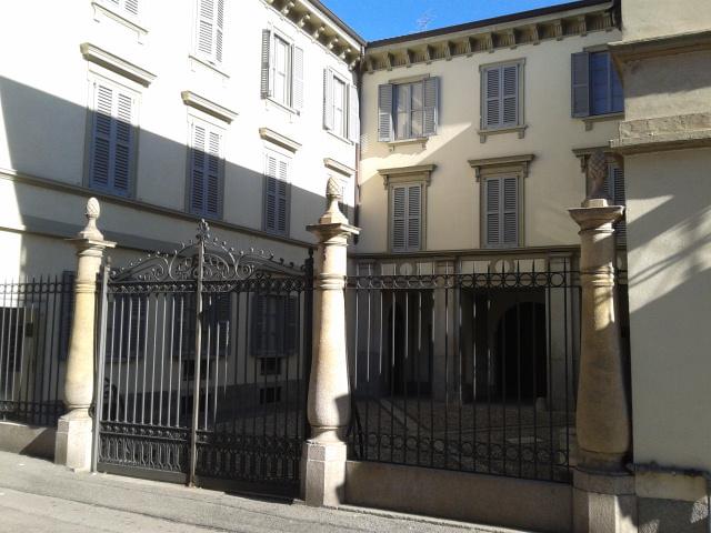 Palazzo calloni wikipedia for 1 piani di fattoria storia con avvolgente portico