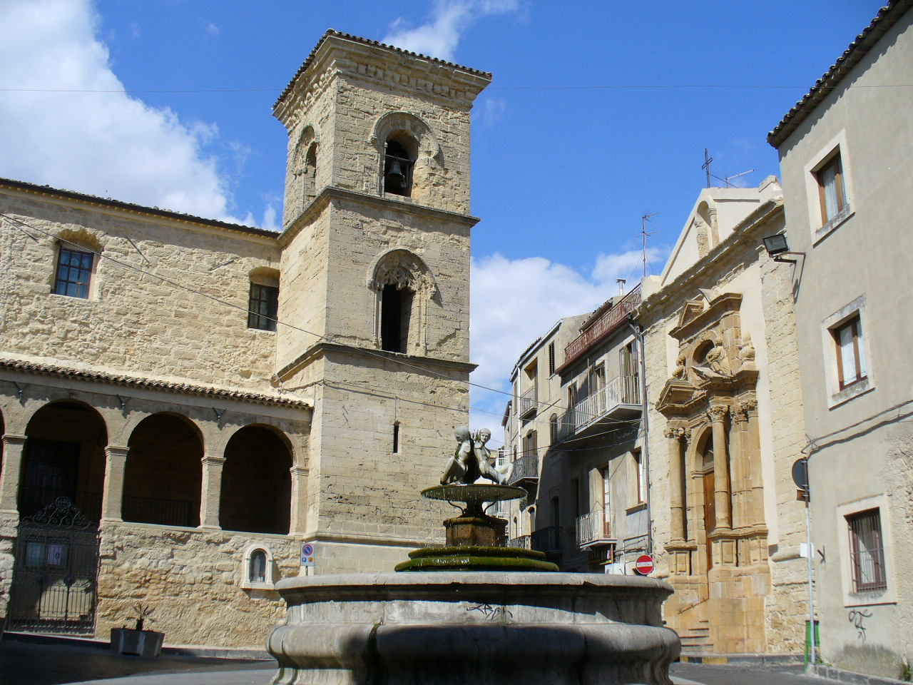 Энна (Enna), Сицилия - достопримечательности, путеводитель по городу. Как добраться: транспорт, расписание, стоимость билетов. Карта Энны. Что посмотреть