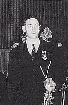 Datei:Prof. Maurycy Horn odznaczony Złotym Krzyżem Zasługi.JPG