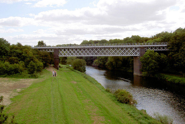 Rail bridge over River Don. - geograph.org.uk - 536069